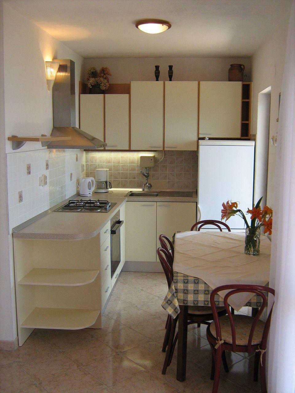 00209PISA  - Pisak - Ferienwohnungen Kroatien - A2 Istok (2+2): Küche und Speisezimmer