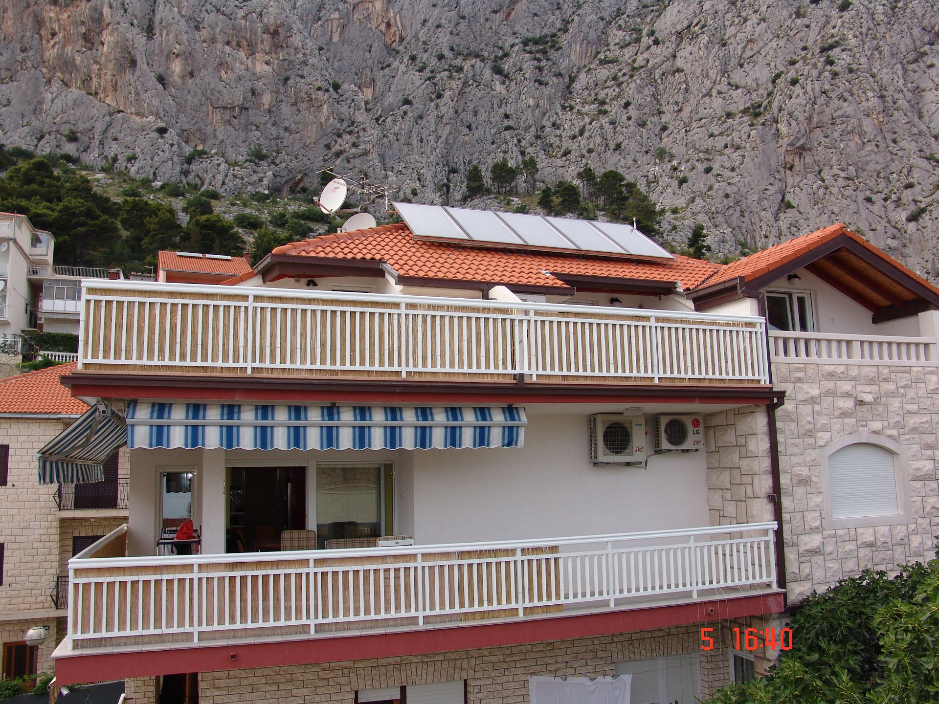 35997 - Omis - Apartments Croatia