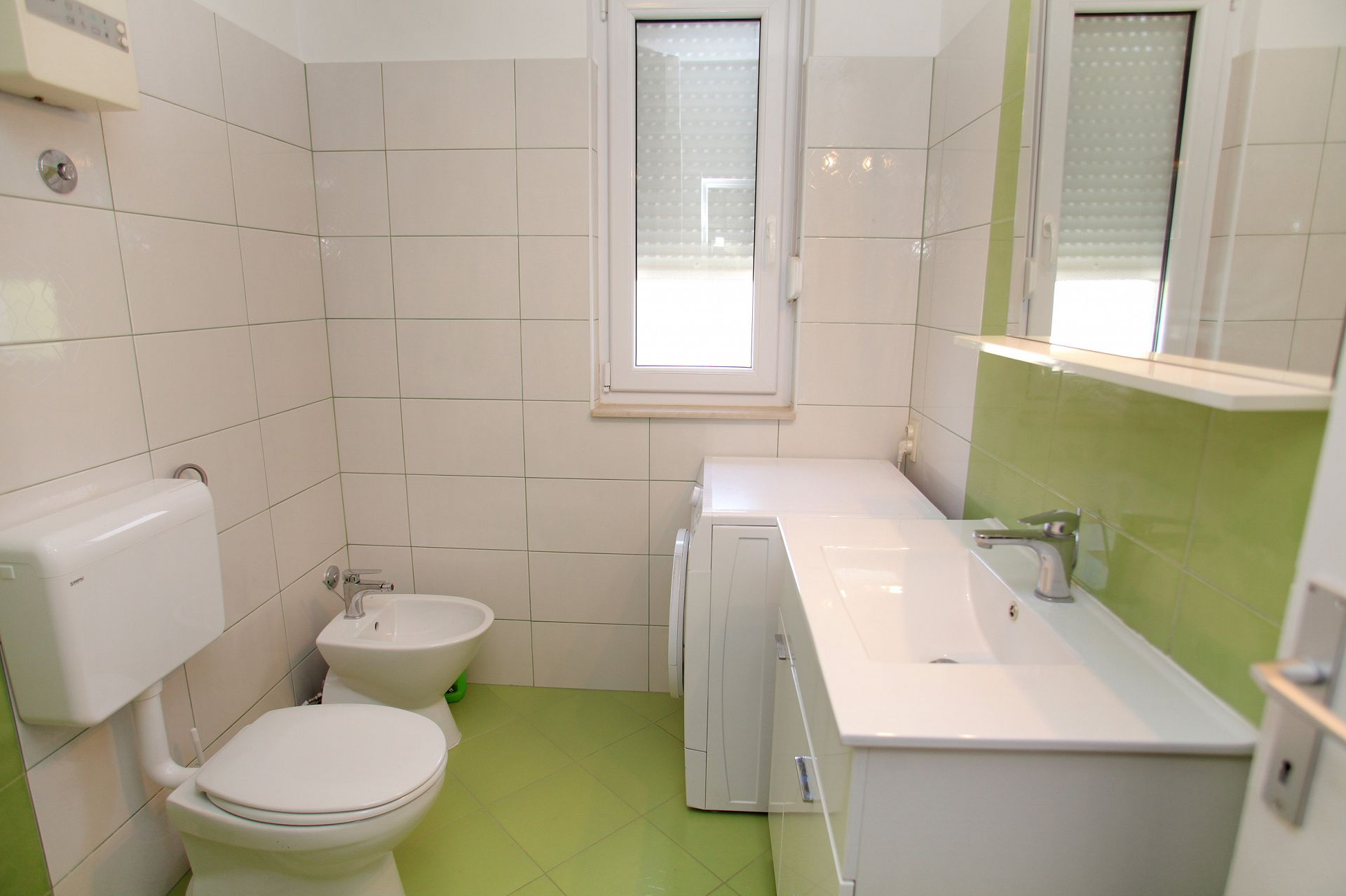 01707TROG  - Trogir - Appartements Croatie - A4(6): salle de bain W-C