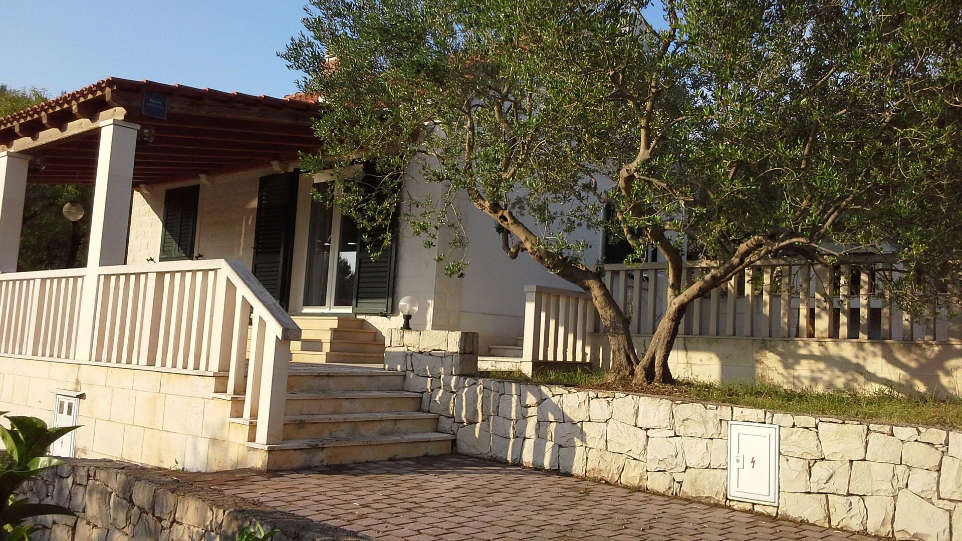 5347 - Sutivan - Holiday houses, villas Croatia