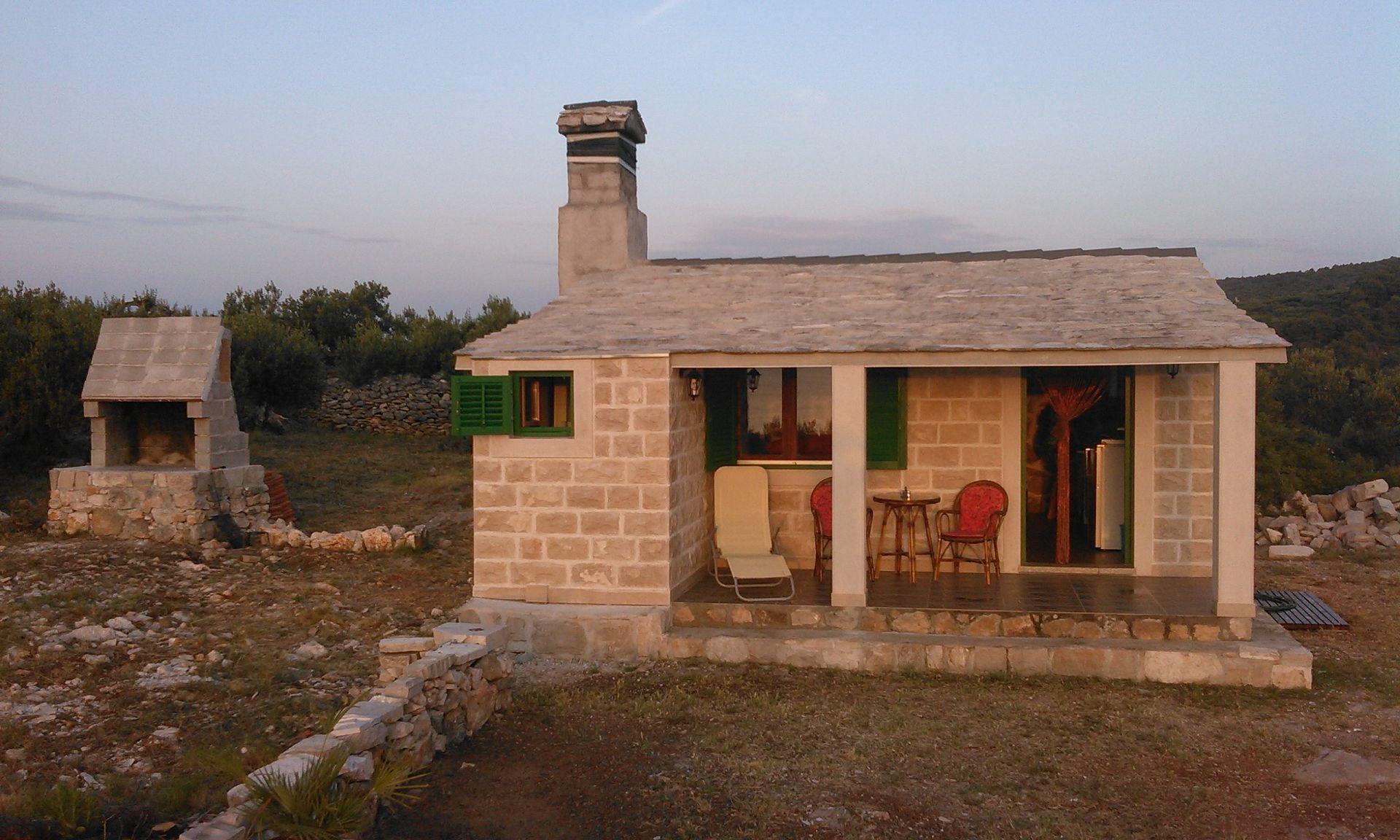 35384  - Splitska - Holiday houses, villas Croatia