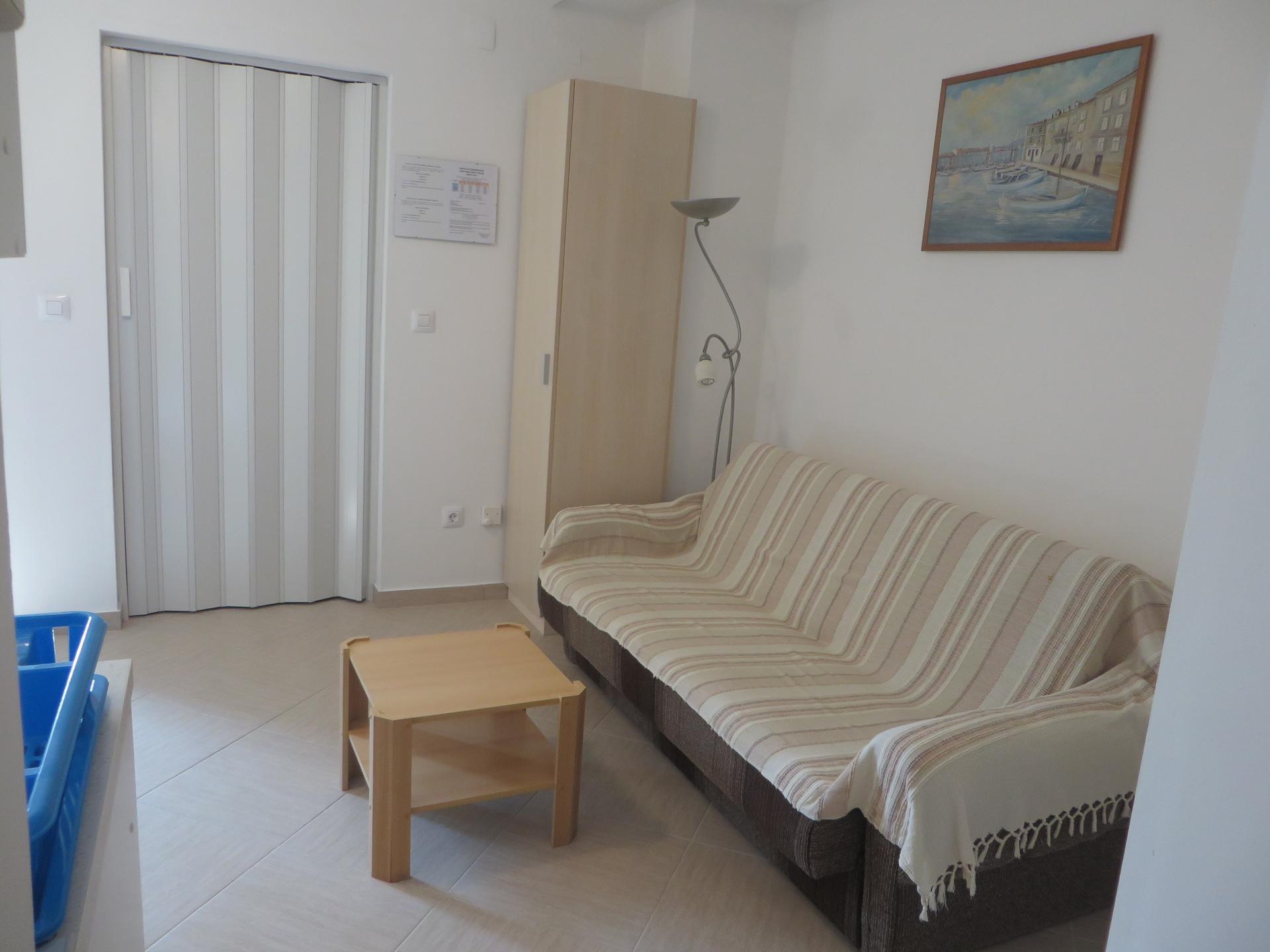 2337  - Cres - Apartmaji Hrvaška - A2(2+2): dnevna soba
