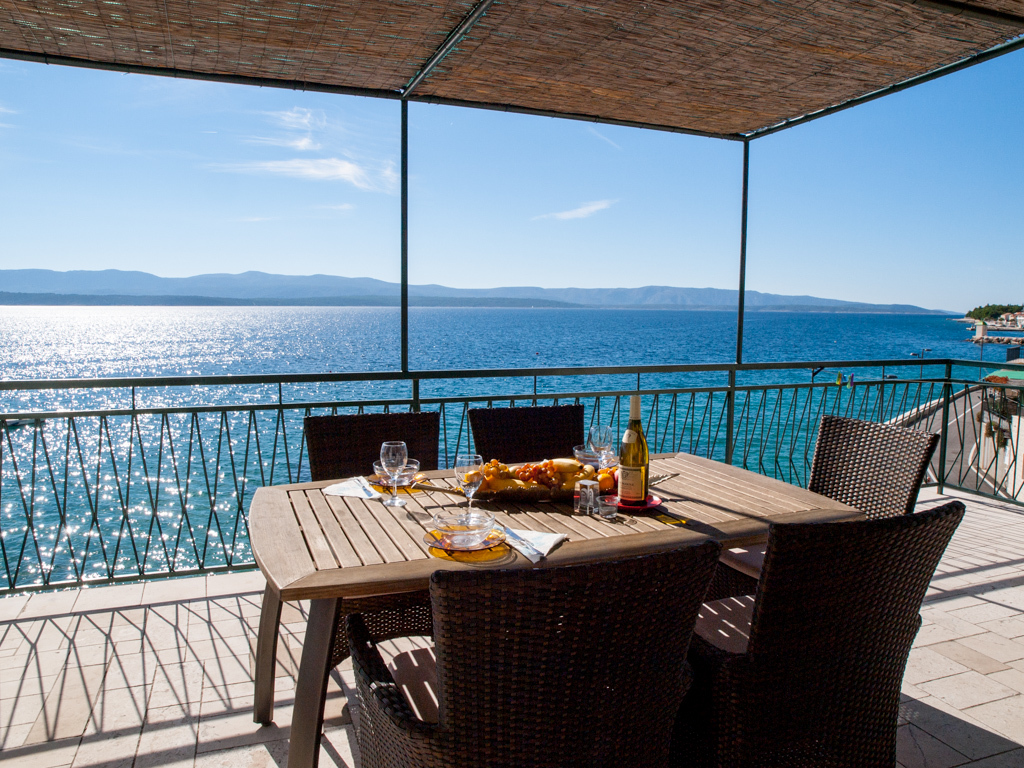 Apartments, Bol, Island of Brač - Apartments  Pava - direct at the beach with terrace: