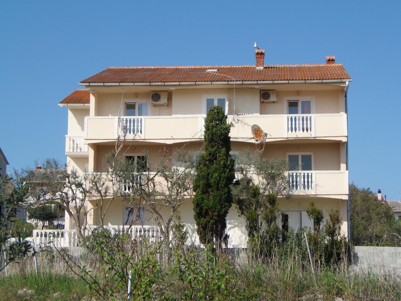 2235 - Povljana - Appartementen Kroatië - huis