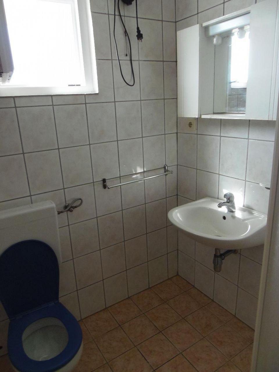 2235 - Povljana - Appartementen Kroatië - A1 mali (2+2): badkamer met toilet