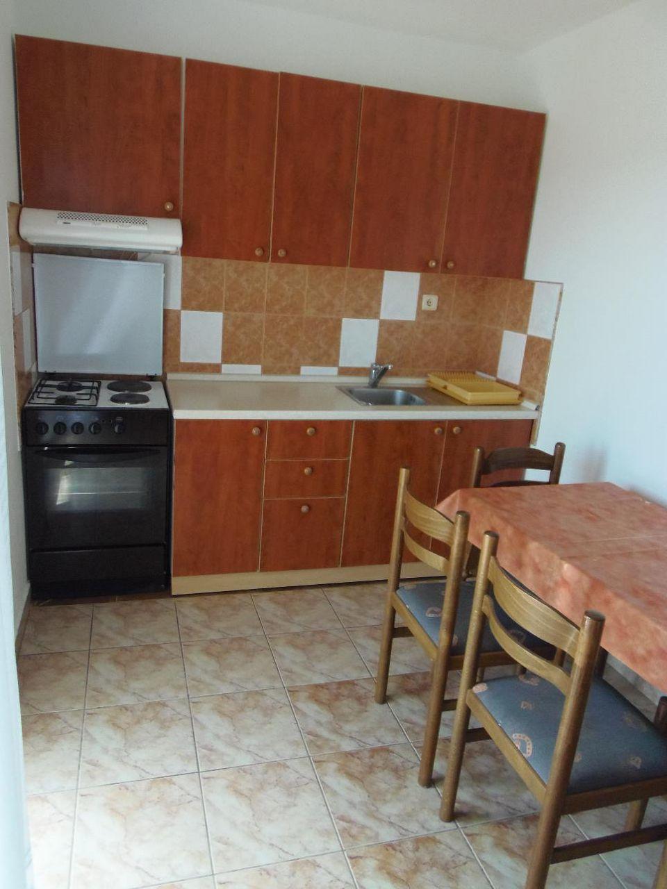 2235 - Povljana - Appartementen Kroatië - A1 mali (2+2): keuken en eetkamer