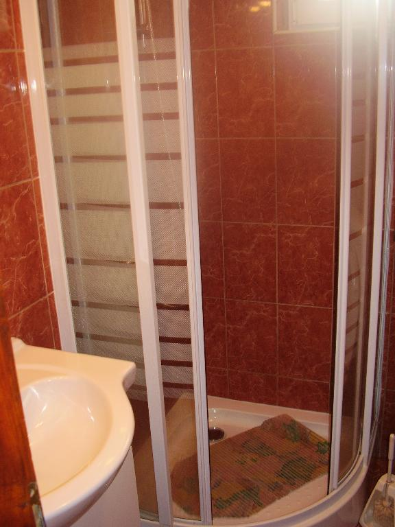 2235 - Povljana - Appartementen Kroatië - A3 donji (2+2): badkamer met toilet