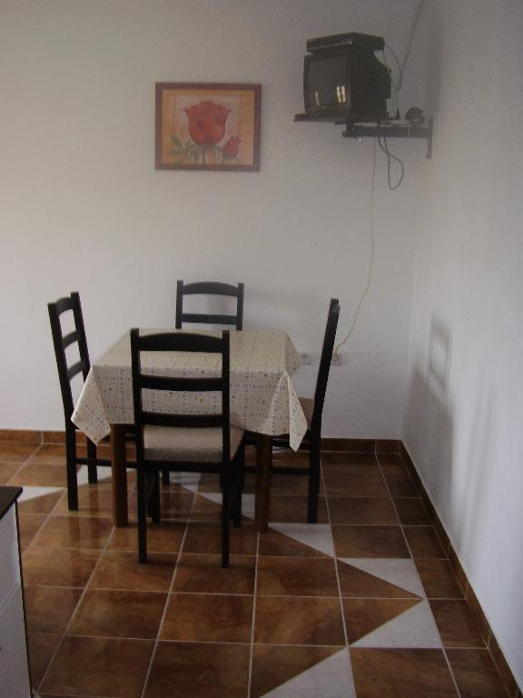 2235 - Povljana - Appartementen Kroatië - A3 donji (2+2): eetkamer