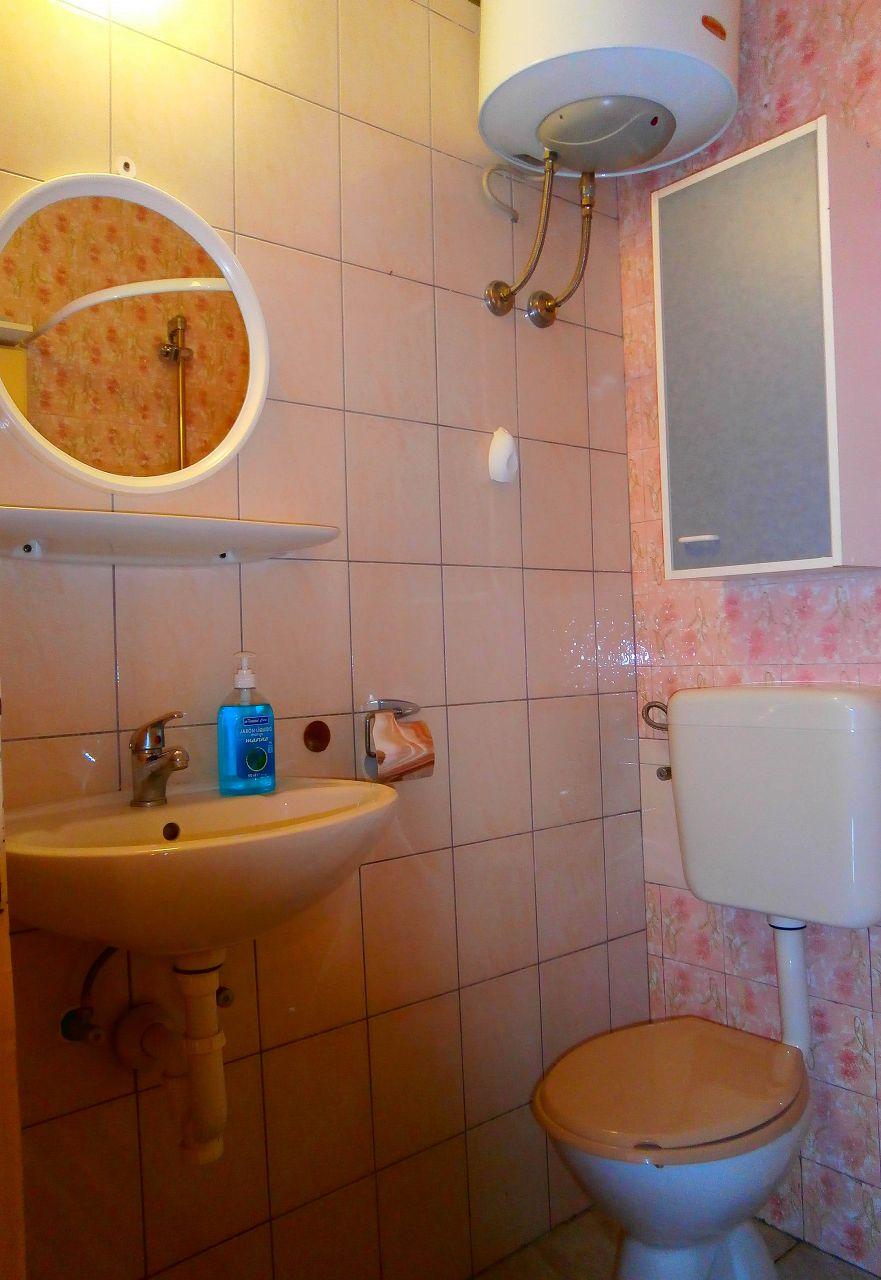 4981  - Jelsa - Appartementen Kroatië - A2(2+2): badkamer met toilet