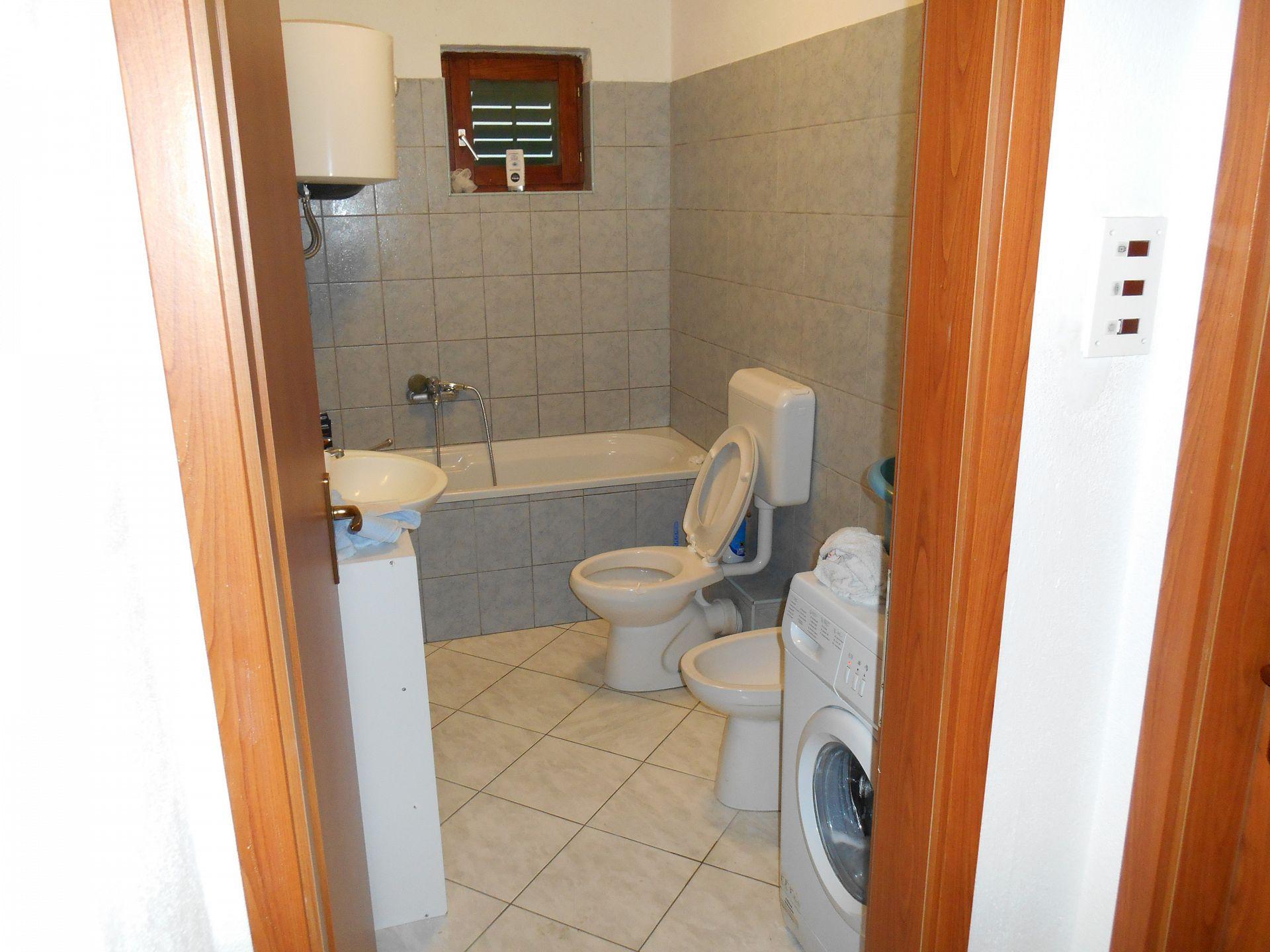 Marijica - Okrug Gornji - Ferienwohnungen Kroatien - A1(6): Badezimmer mit Toilette