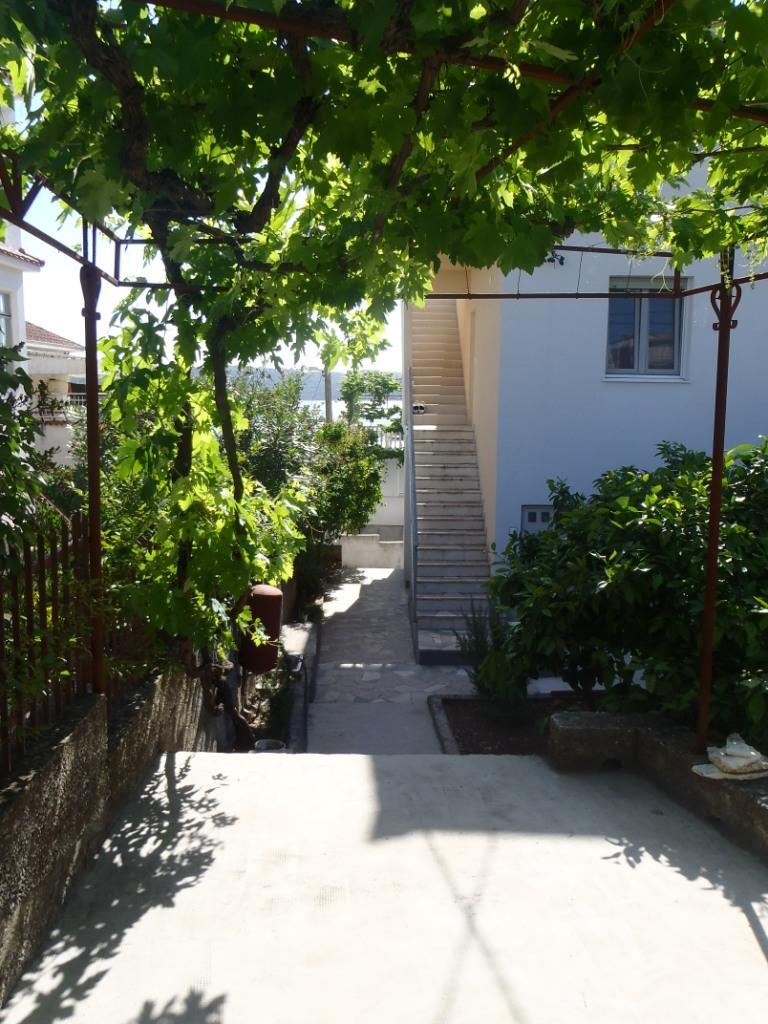 35306 - Okrug Gornji - Appartamenti Croazia - il cortile