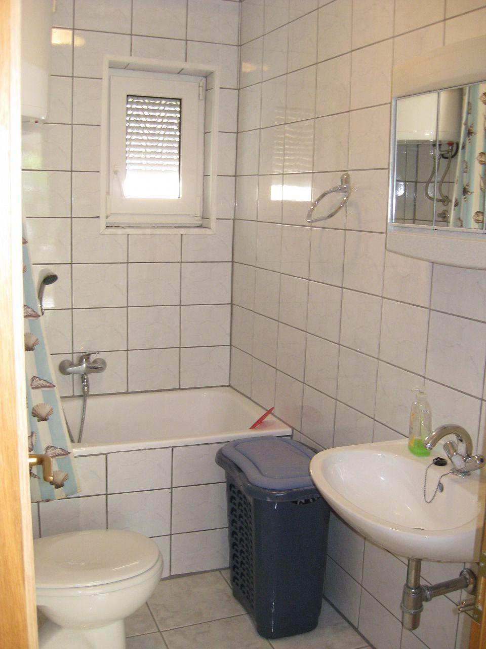 35306 - Okrug Gornji - Appartamenti Croazia - A2(4+2): il bagno con la toilette