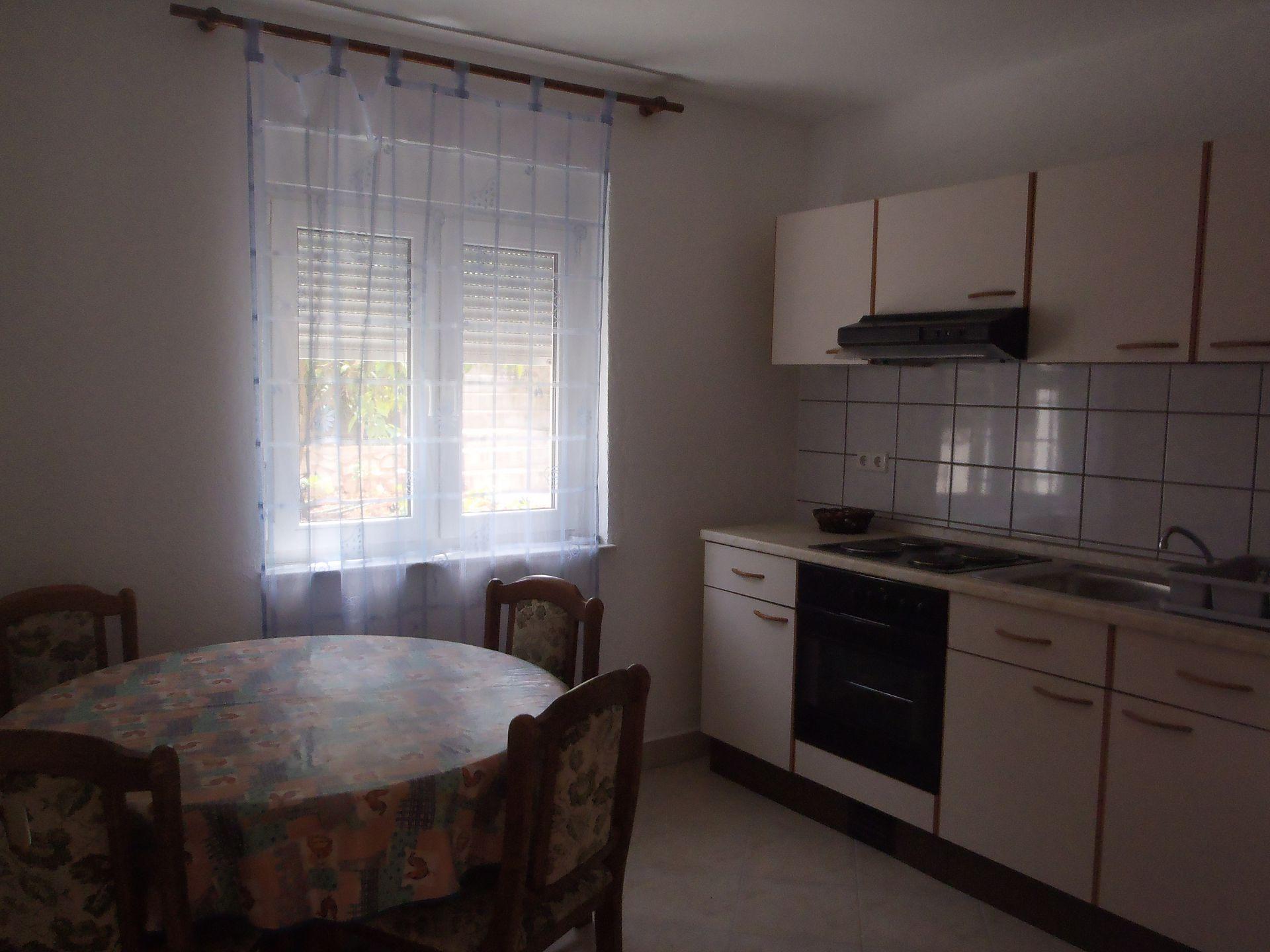 35306 - Okrug Gornji - Appartamenti Croazia - A2(4+2): la cucina con la sala da pranzo