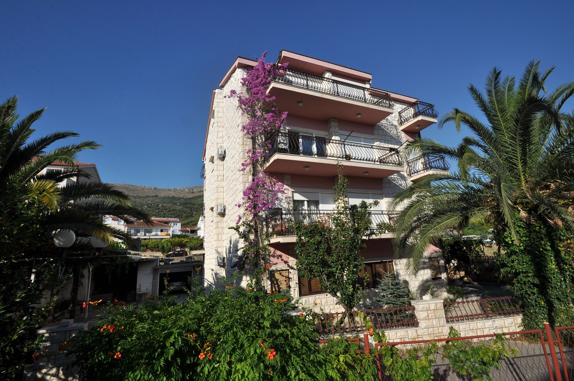 8219 - Podstrana - Apartments Croatia