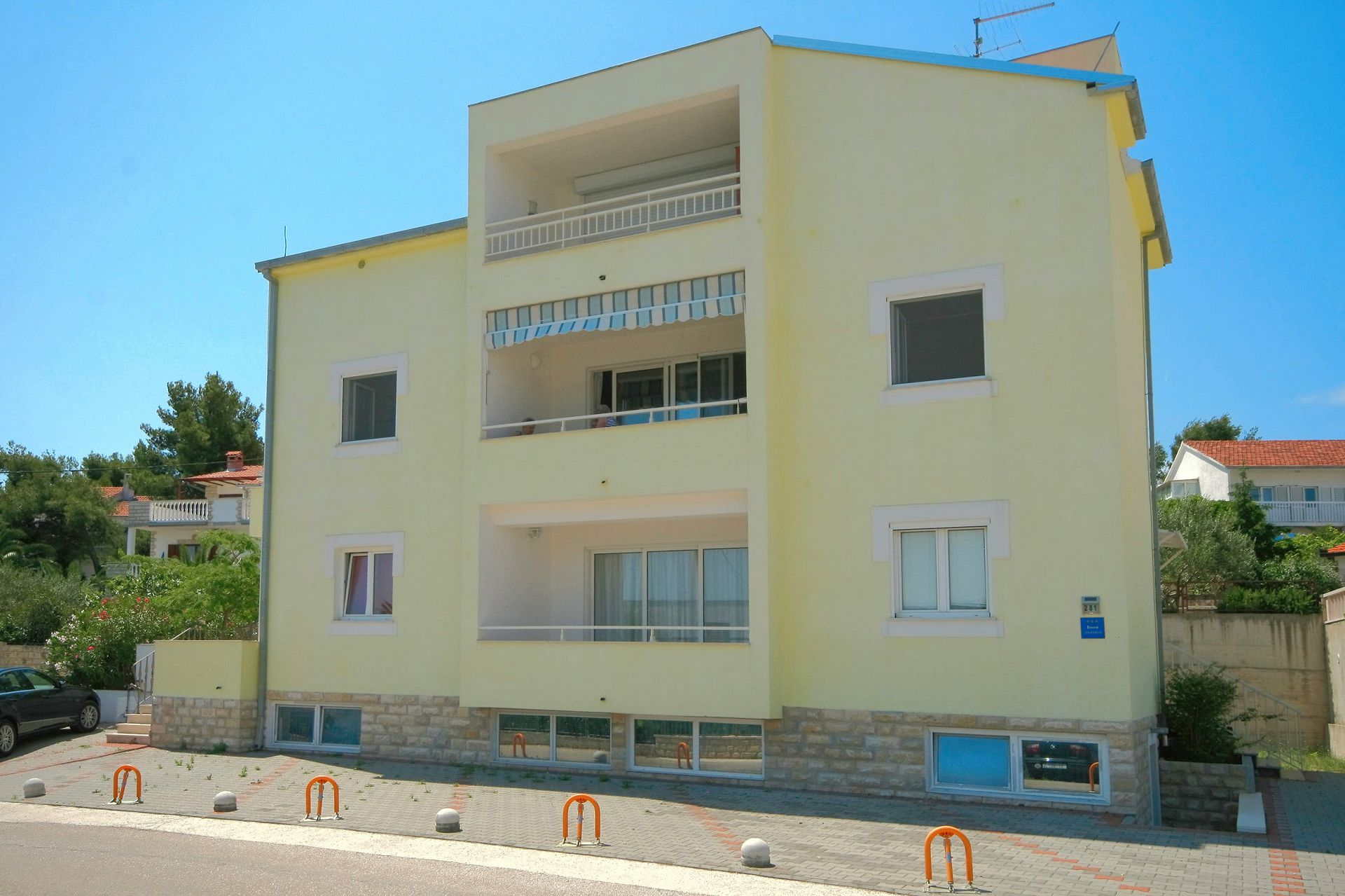 5684  - Arbanija - Apartments Croatia