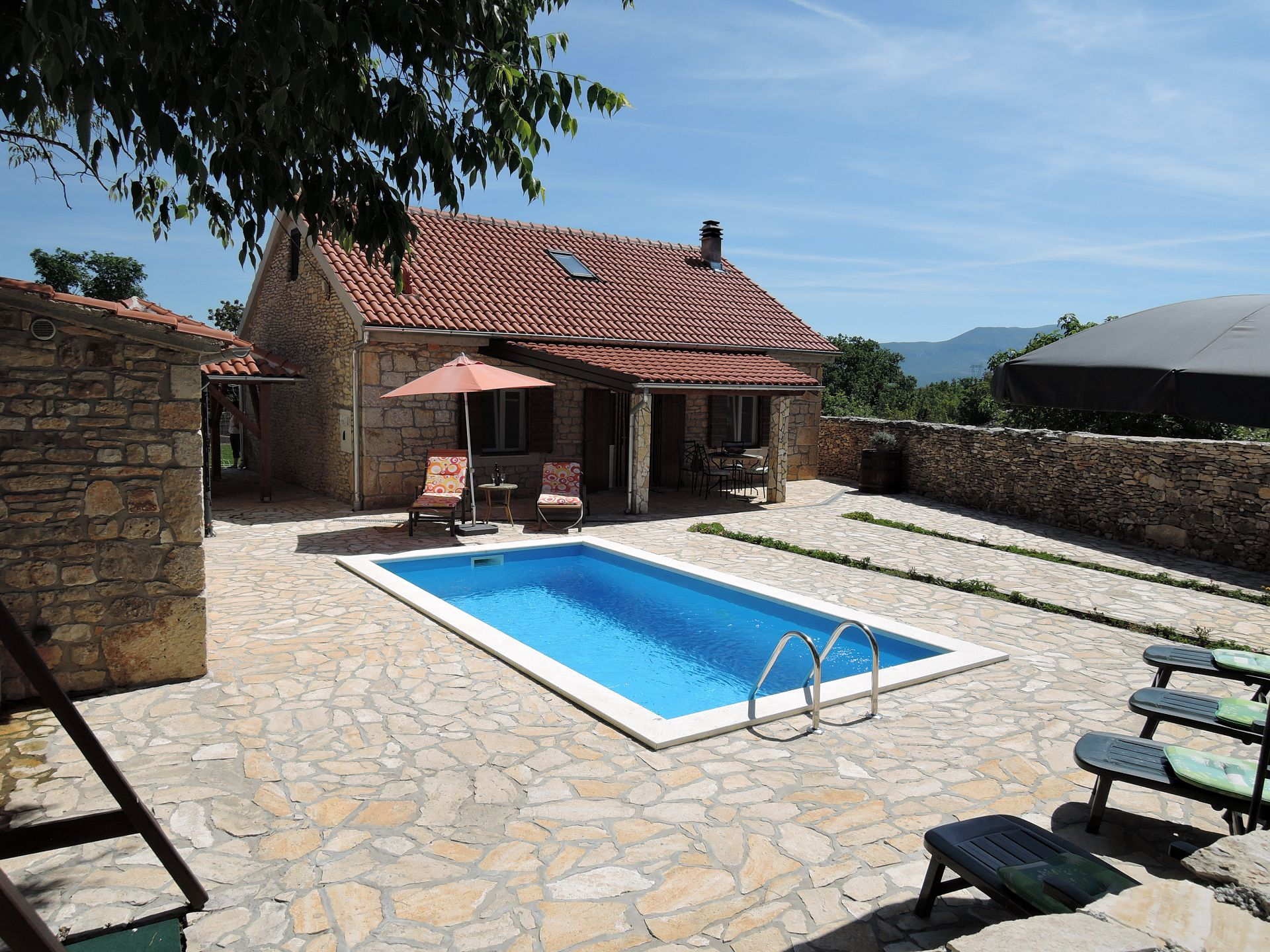 36411 - Drnis - Holiday houses, villas Croatia