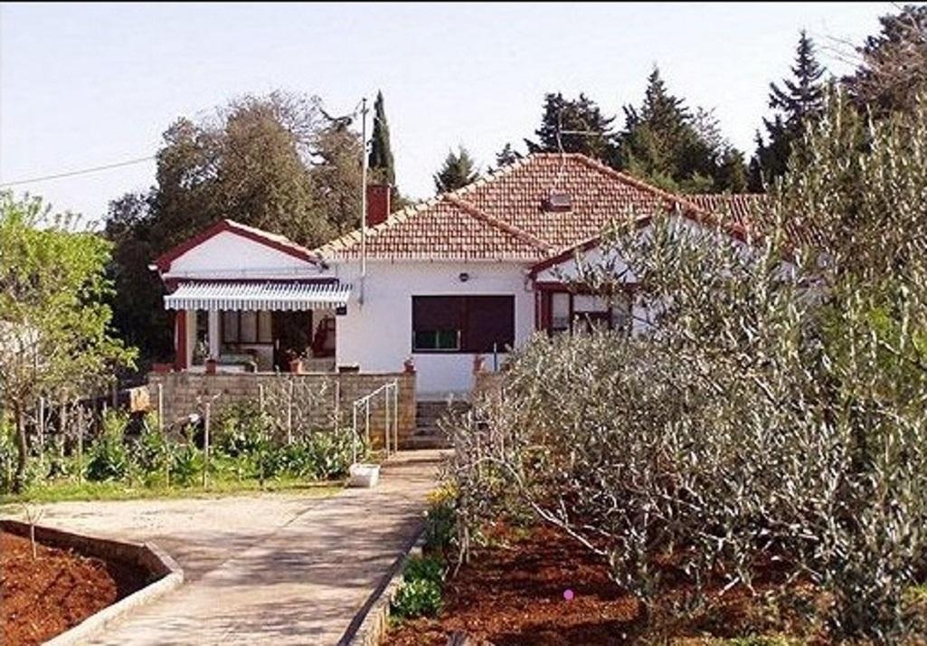 - Zátoka Batalaža (Ugljan) - Prázdninové domy, vily