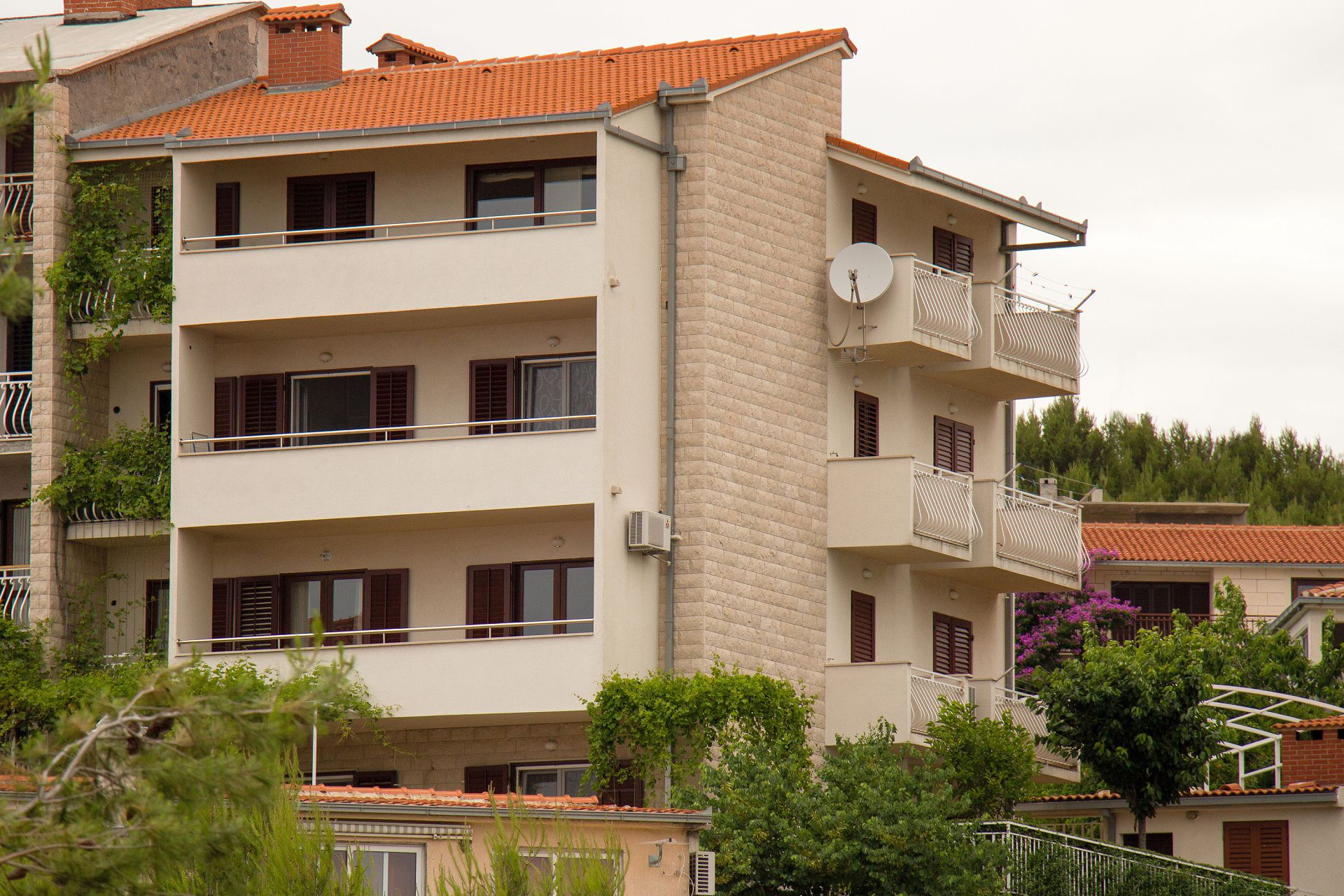 35611 - Podstrana - Apartments Croatia