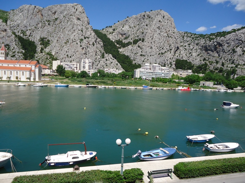 8166  - Omis - Apartments Croatia