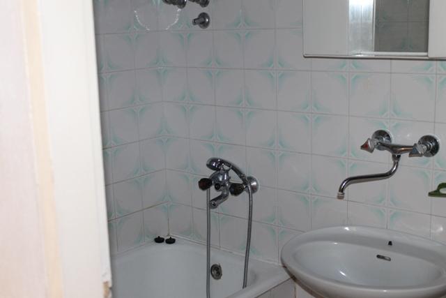 5257  - Pisak - Ferienwohnungen Kroatien - A1 KAT (2+2) : Badezimmer mit Toilette