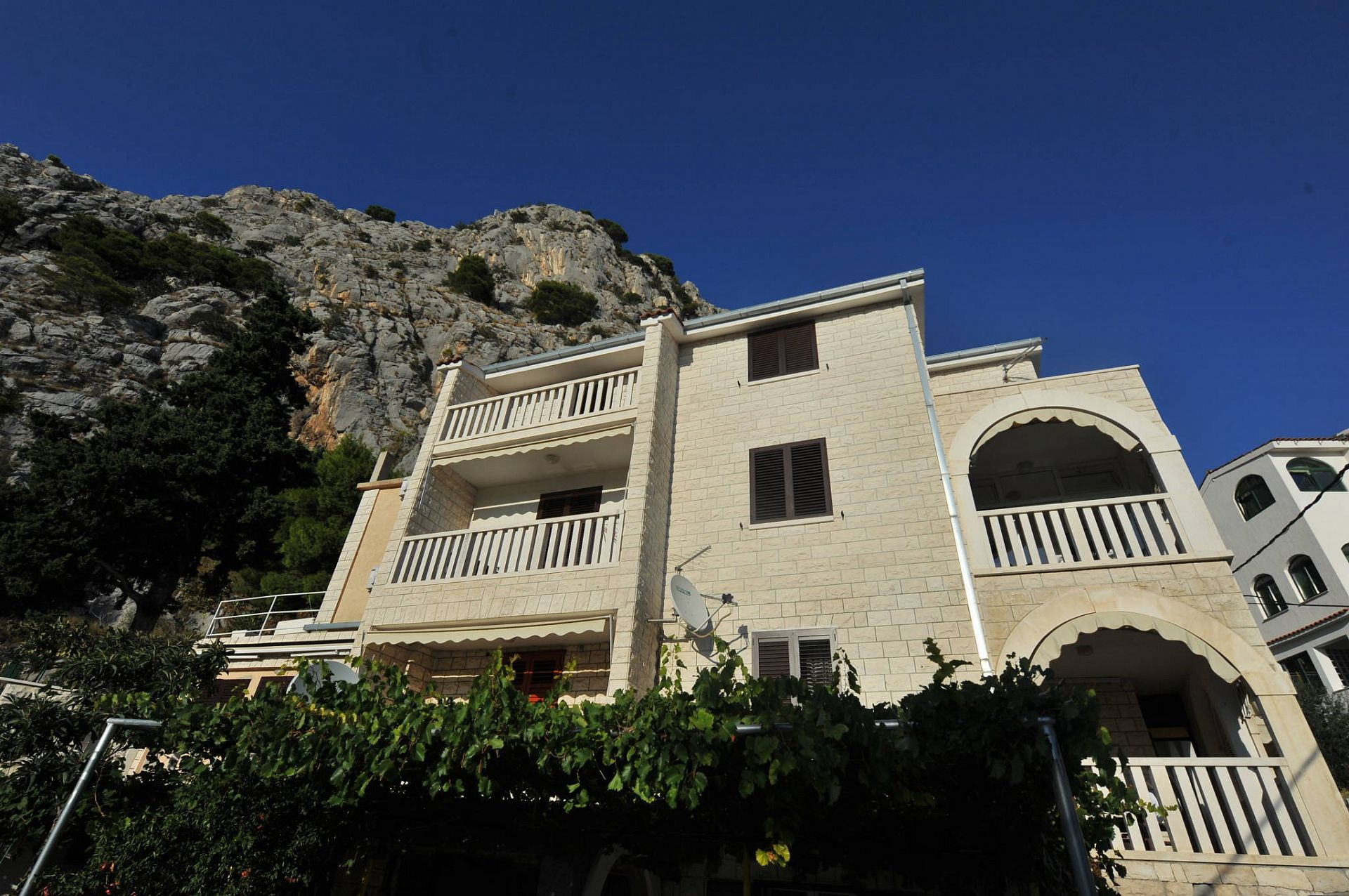 3185  - Omis - Apartments Croatia