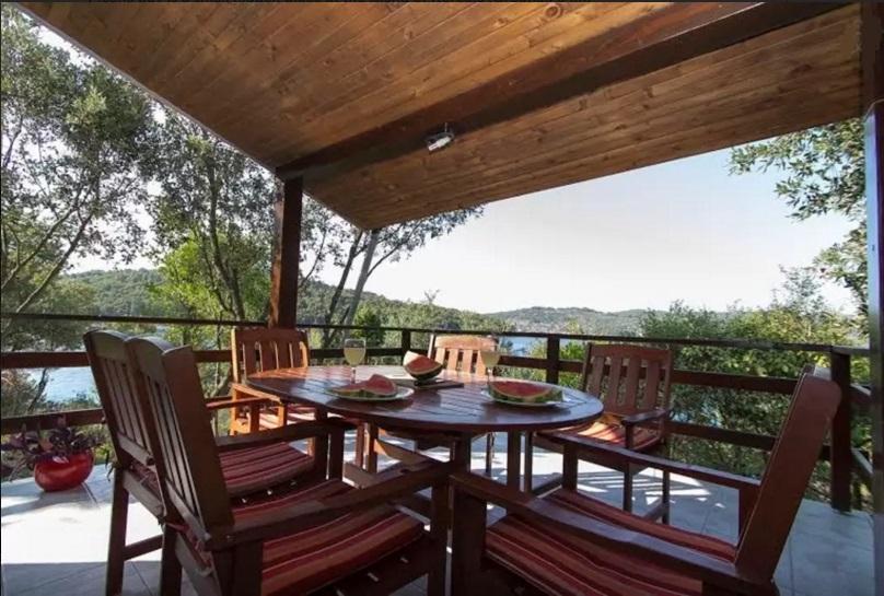 B1214VLUK  - Öböl Picena (Vela Luka) - Nyaralóházak Horvátország - H(6): terasz