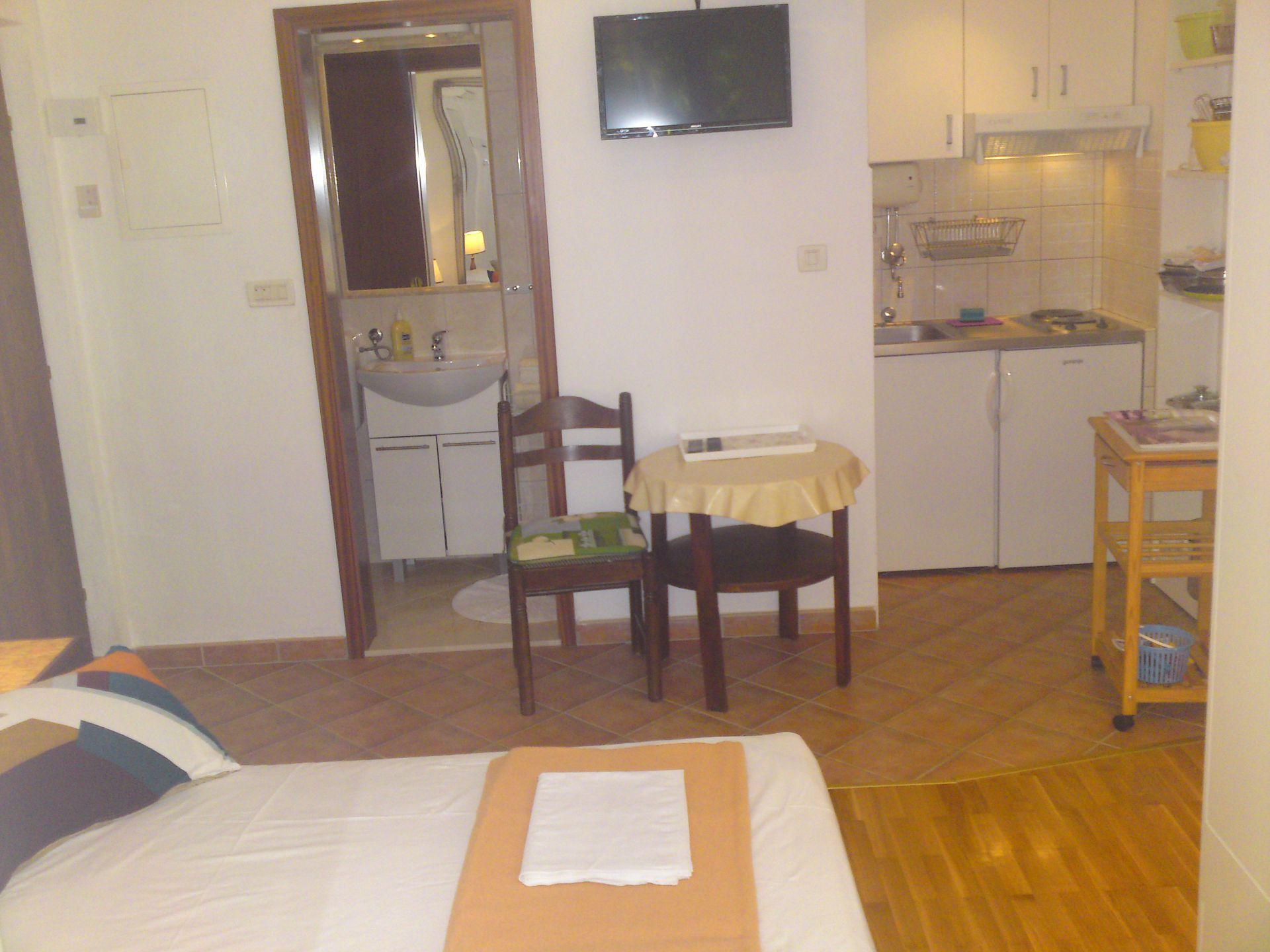 00209PISA  - Pisak - Ferienwohnungen Kroatien - A4 (2+2): Küche und Speisezimmer