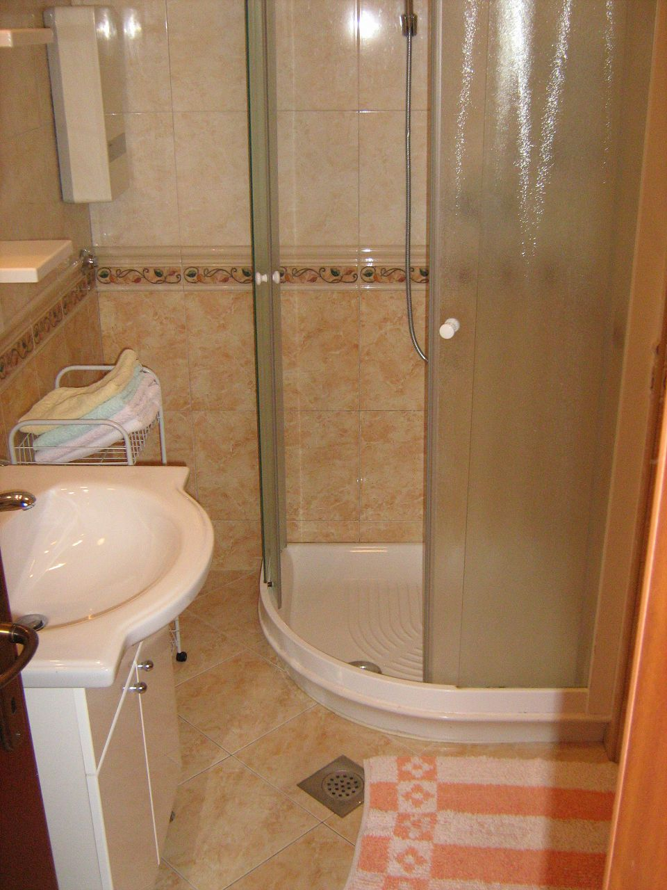 00209PISA  - Pisak - Ferienwohnungen Kroatien - A5 (2+2): Badezimmer mit Toilette