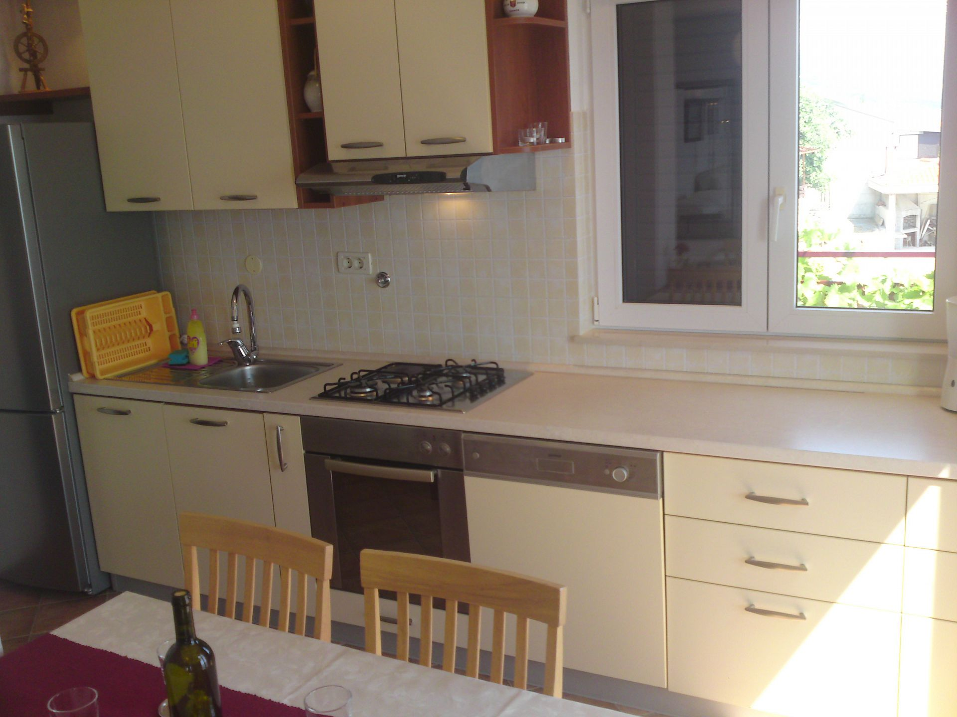 00209PISA  - Pisak - Ferienwohnungen Kroatien - A5 (2+2): Küche und Speisezimmer