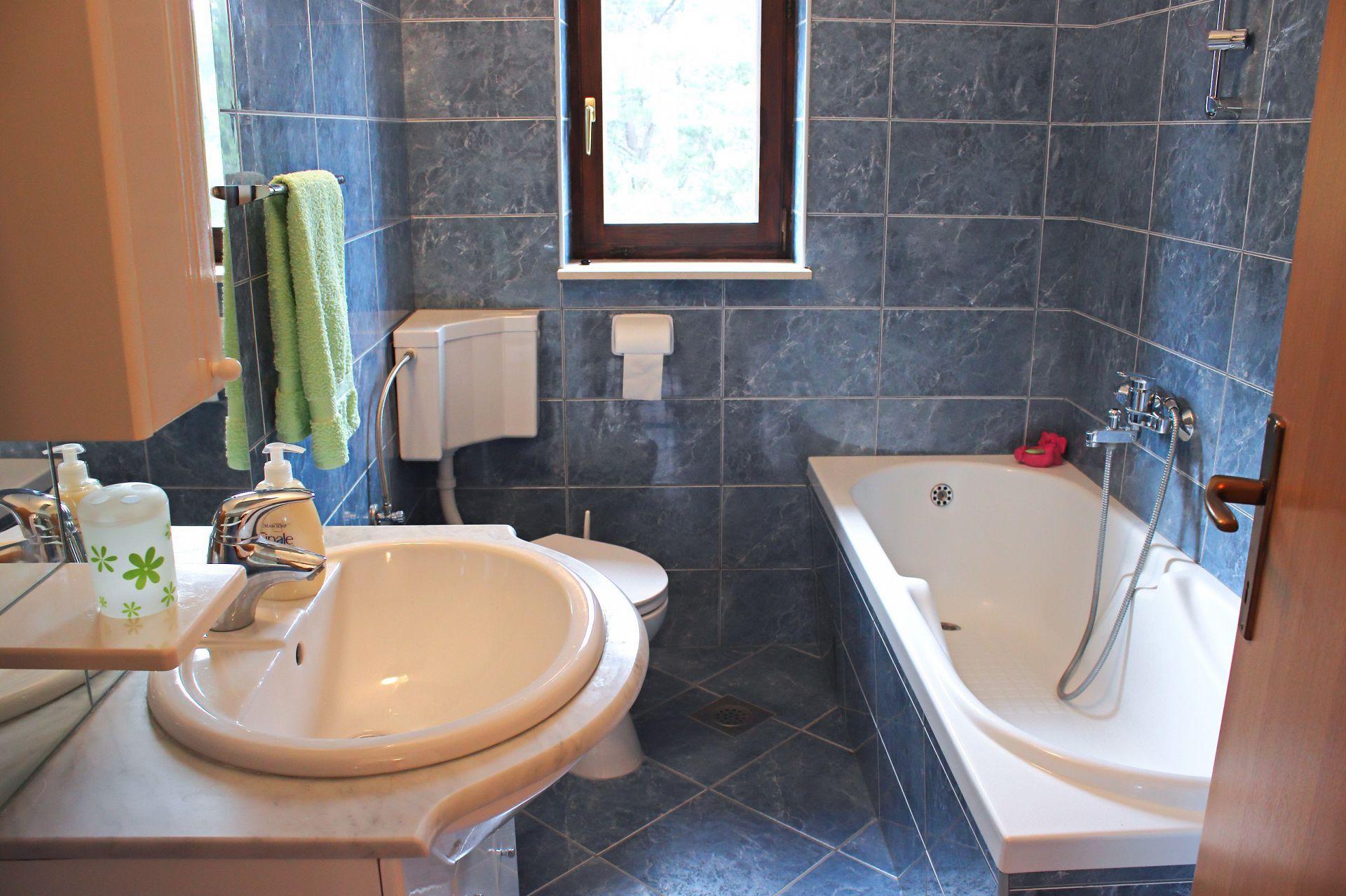 35506 - Mirca - Appartamenti Croazia - A(4+1): il bagno con la toilette
