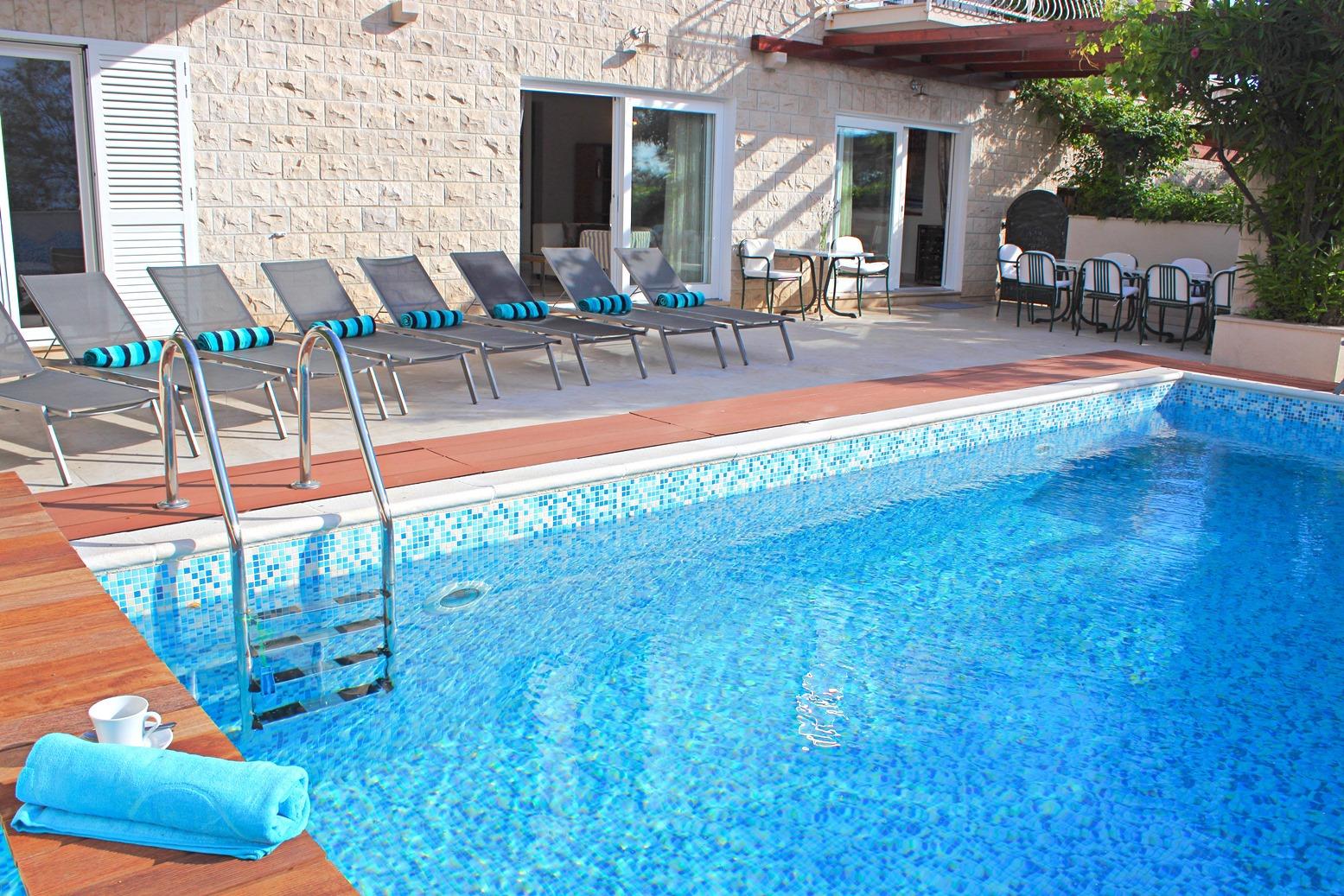 6018 - Mirca - Hiše za počitek, vile Hrvaška - bazen