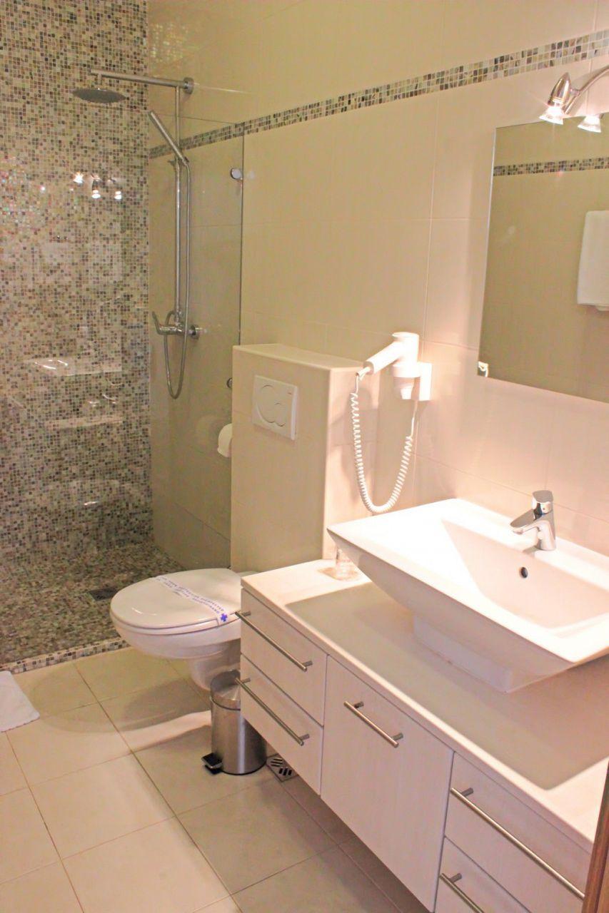 6018 - Mirca - Hiše za počitek, vile Hrvaška - H(14+2): kopalnica s straniščem