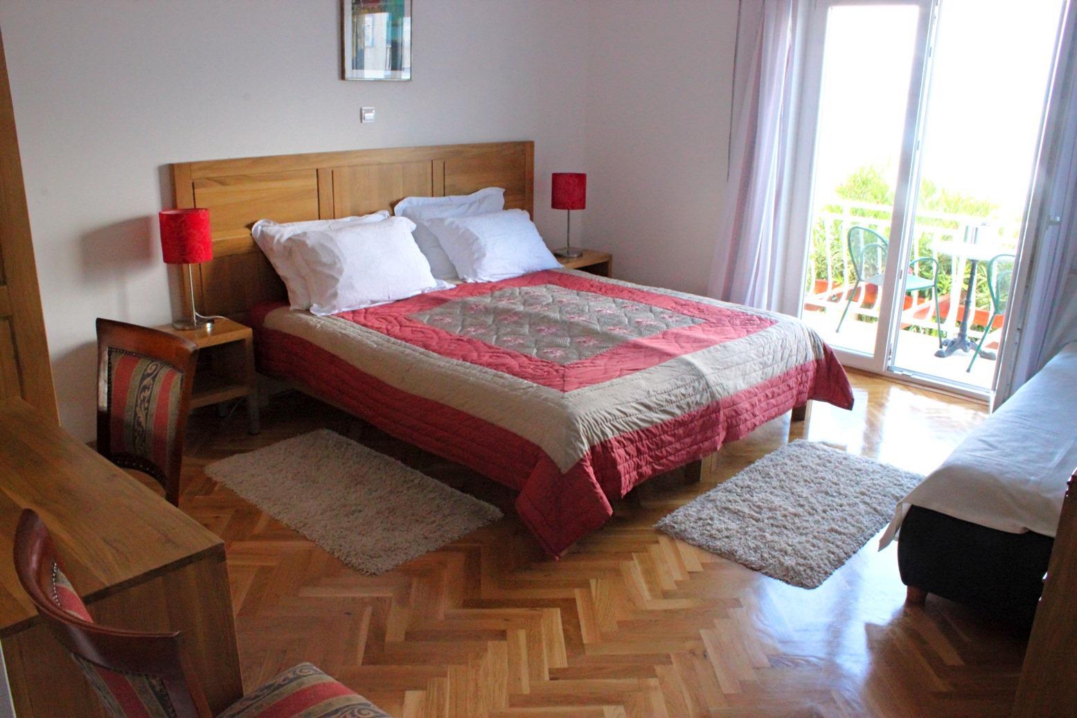 6018 - Mirca - Hiše za počitek, vile Hrvaška - H(14+2): spalnica