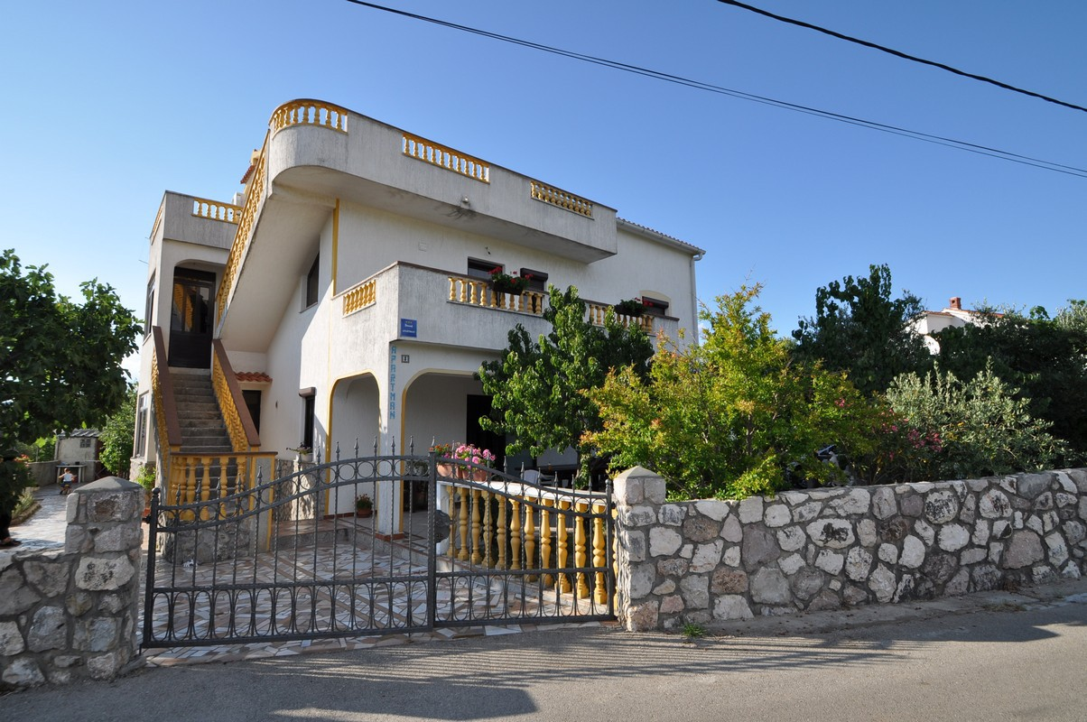 5388  - Vrbnik - Apartments Croatia