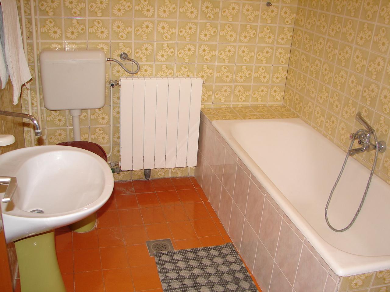 01606VODI - Vodice - Apartmanok Horvátország - A1(4+1): fürdőszoba toalettel