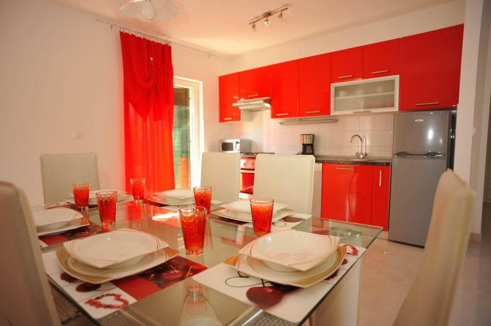 5464  - Sutivan - Maisons de repos, villas Croatie - H(6+1): cuisine salle à manger