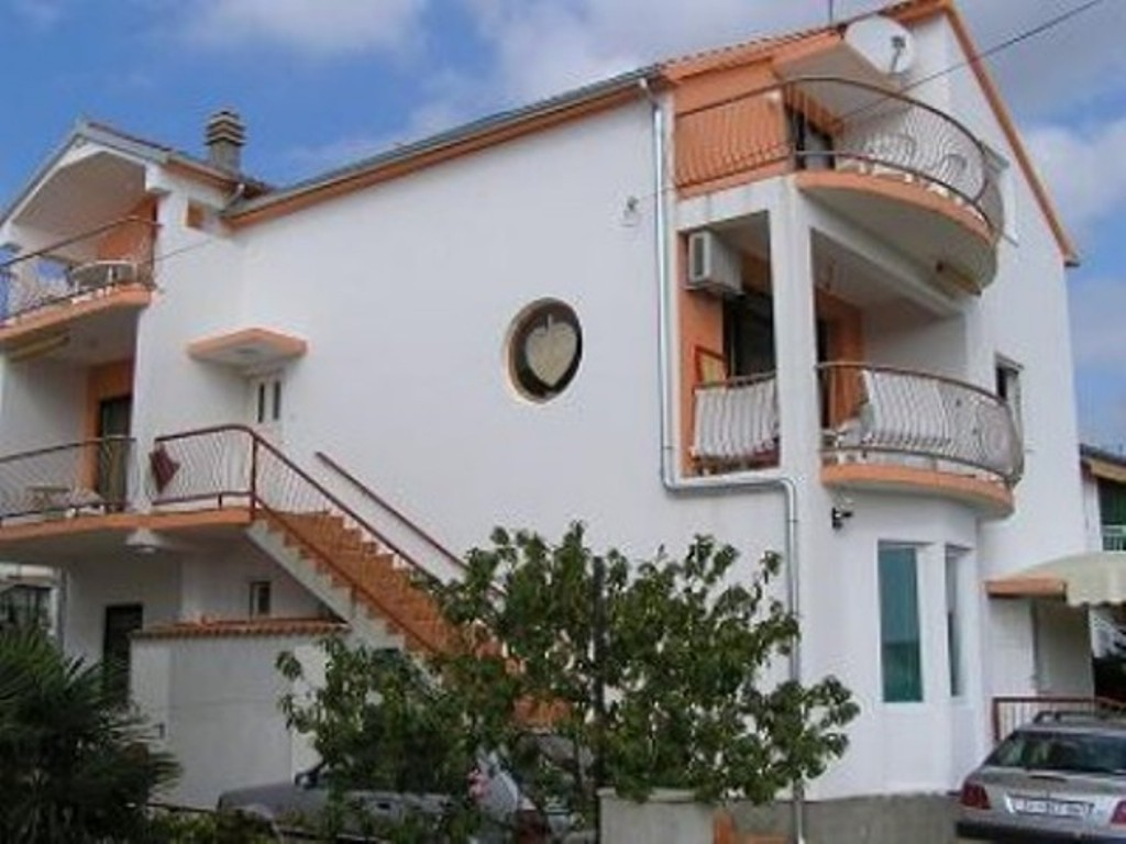 7245 - Vodice - Apartamenty Chorwacja