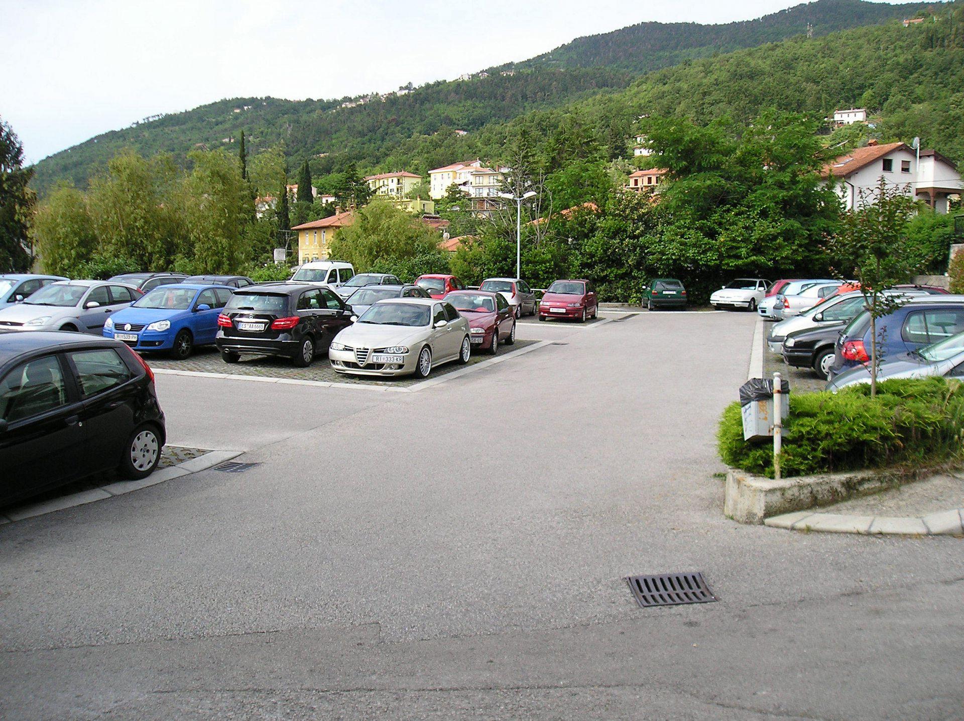 5751 - Lovran - Apartments Croatia - parking