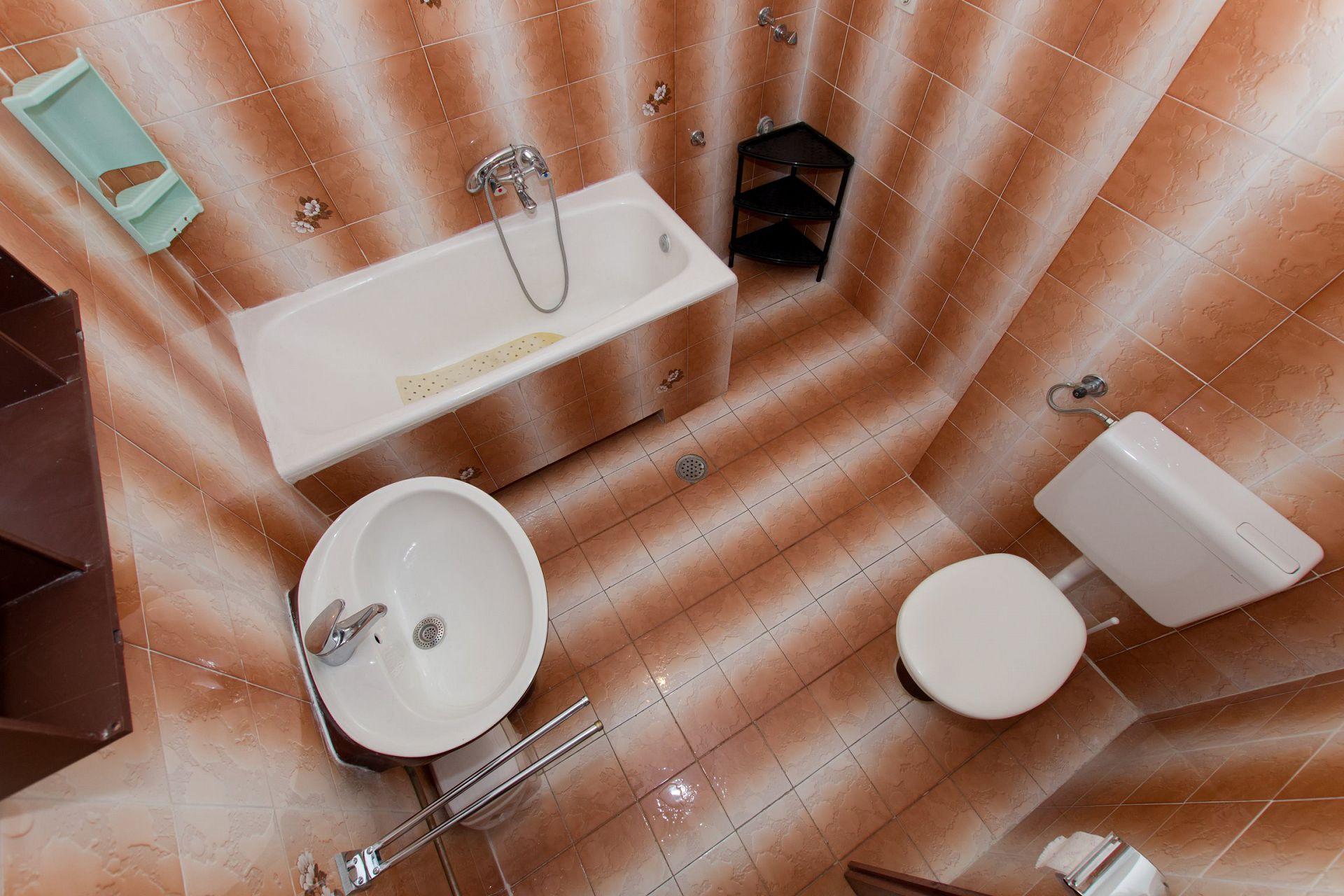 Zeli - Brela - Appartementen Kroatië - A1(4+4): badkamer met toilet