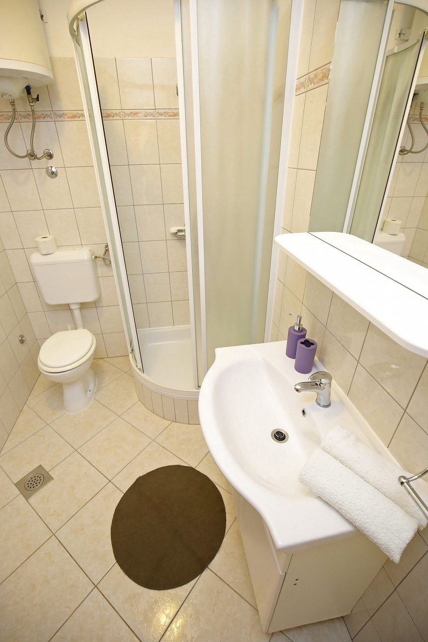 00418ZATZ - Zaton (Zadar) - Apartments Croatia - A2P(2+2): bathroom with toilet