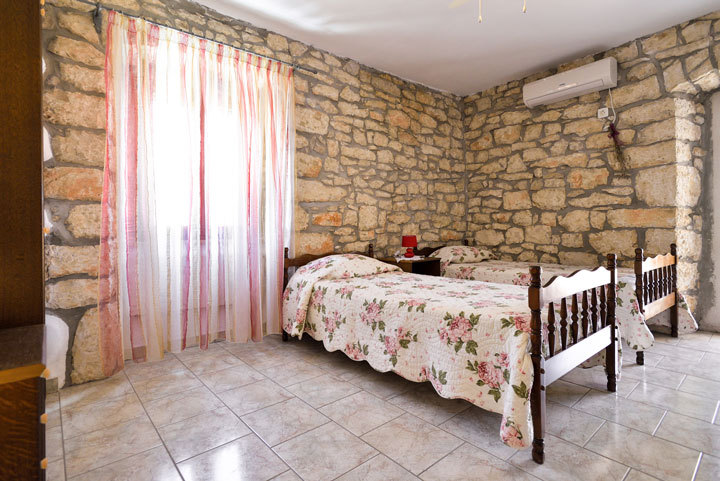 5175 - Nedescina - Apartments Croatia