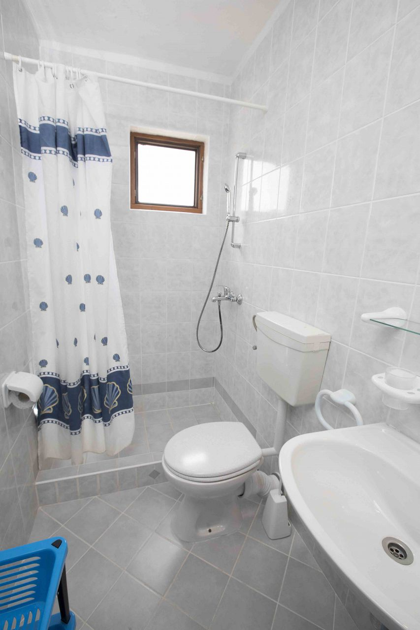00603ZAVA - Zavala - Appartementen Kroatië - Tonia(4+1): badkamer met toilet