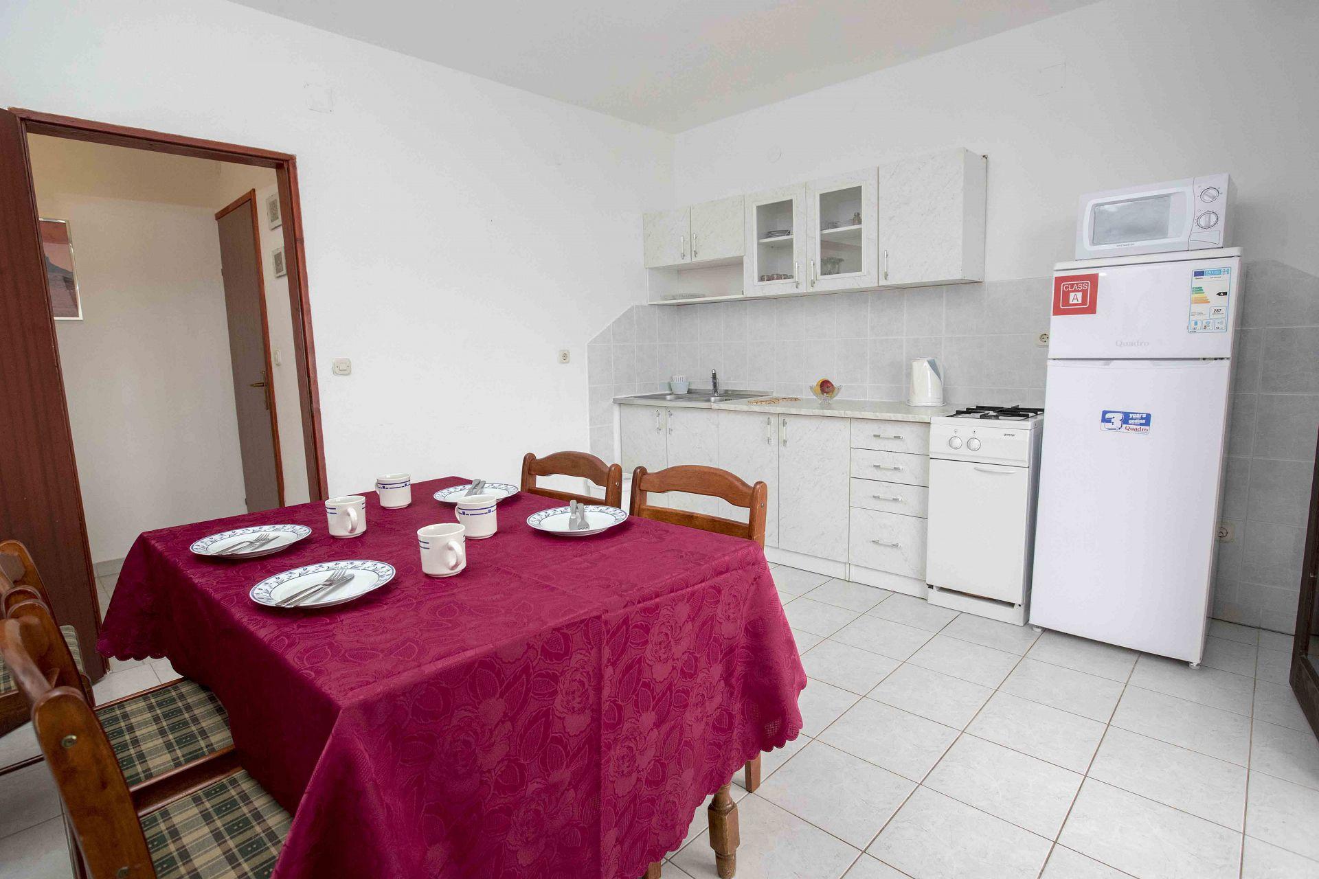 00603ZAVA - Zavala - Appartementen Kroatië - Tonia(4+1): keuken en eetkamer