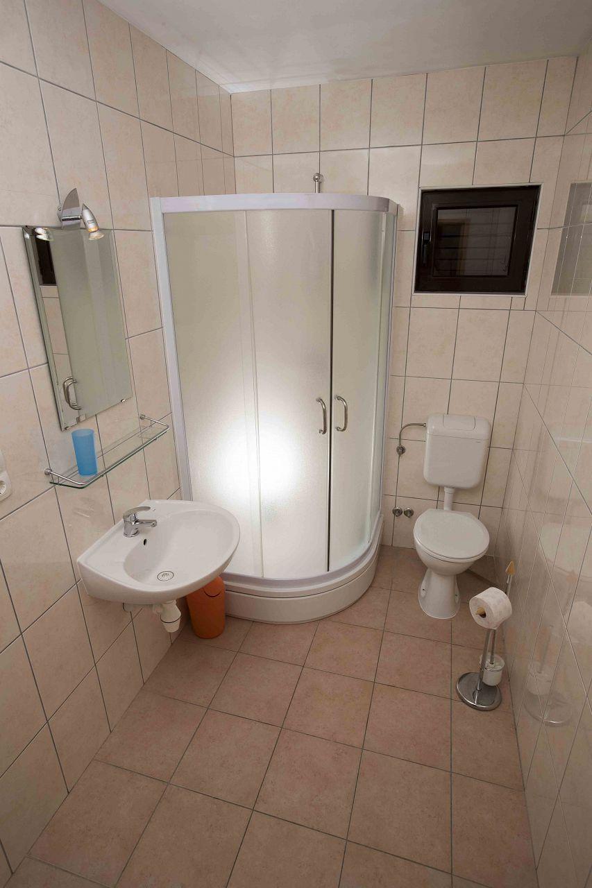 00603ZAVA - Zavala - Appartementen Kroatië - Nina(2+1): badkamer met toilet