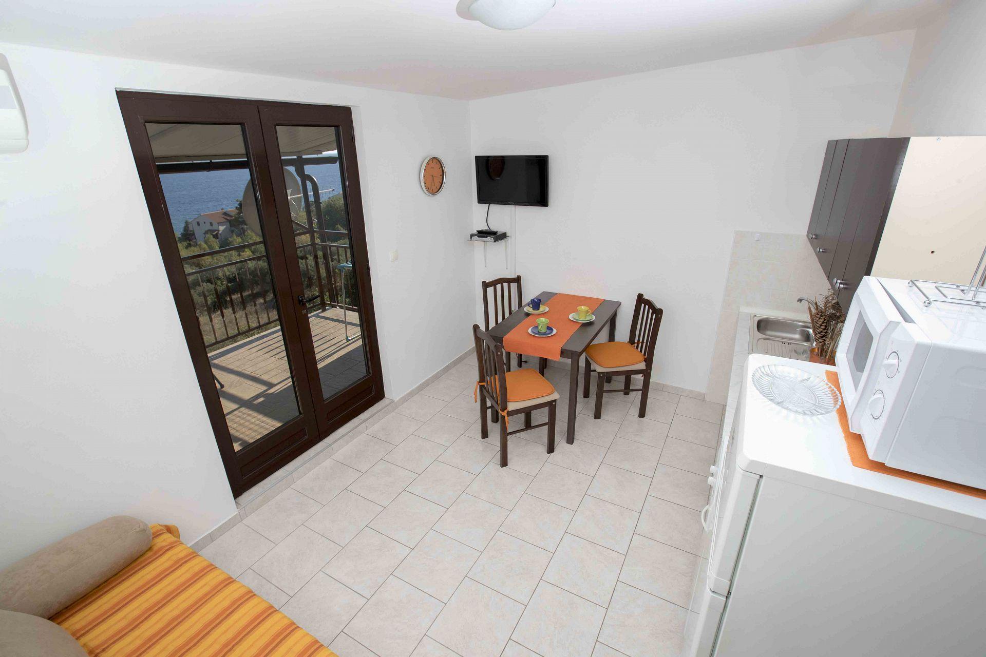 00603ZAVA - Zavala - Appartementen Kroatië - Nina(2+1): keuken en eetkamer