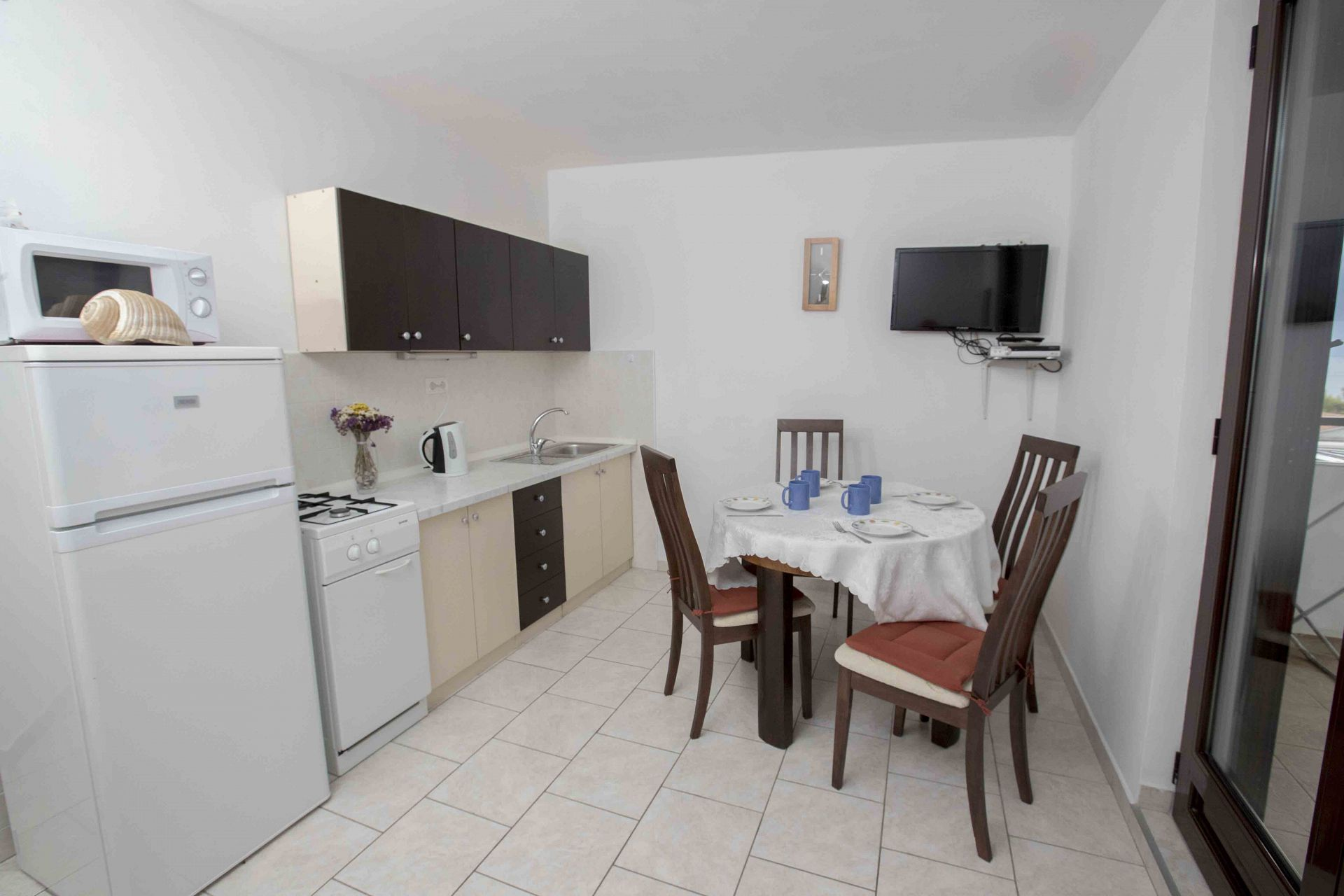 00603ZAVA - Zavala - Appartementen Kroatië - Mario(4+1): keuken en eetkamer