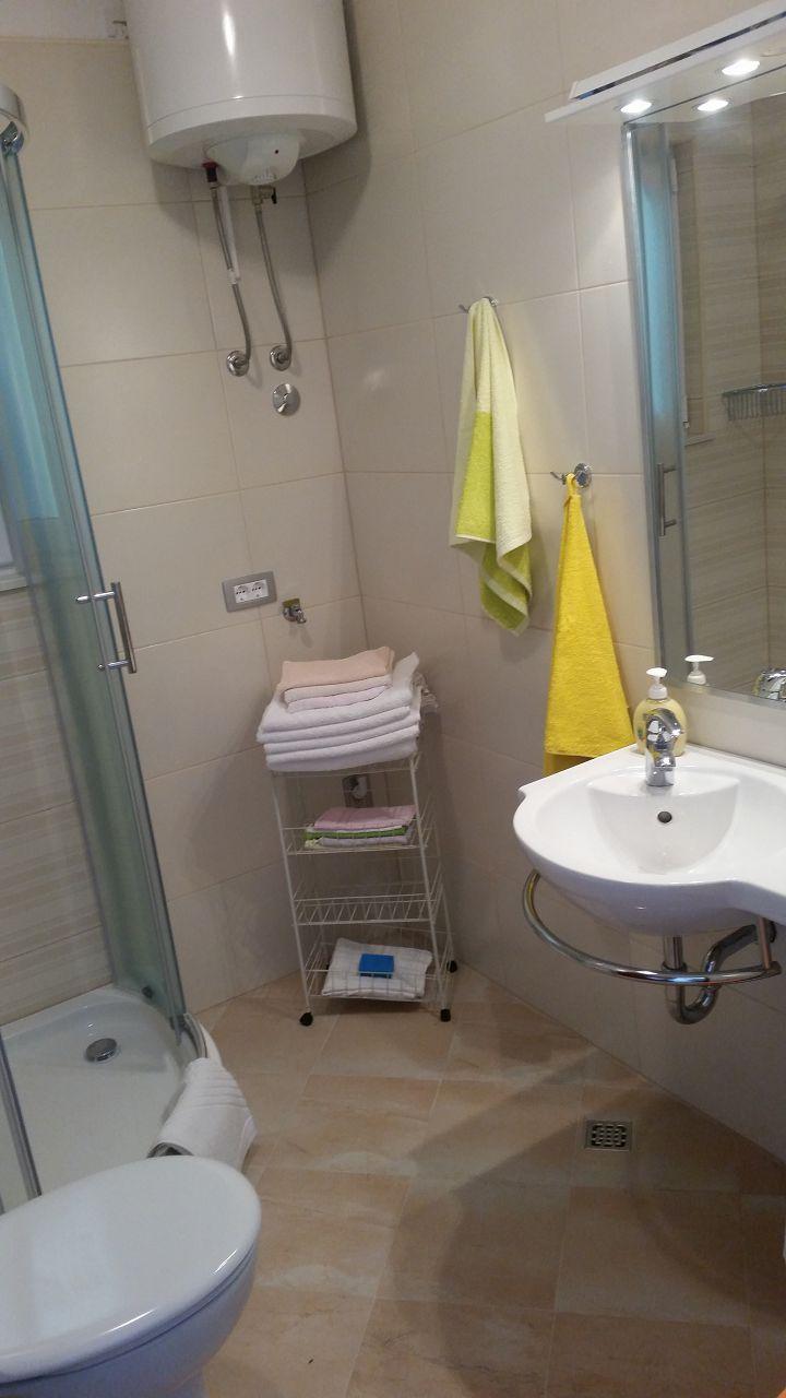 00209PISA  - Pisak - Ferienwohnungen Kroatien - A3 Prizemlje (2+2): Badezimmer mit Toilette
