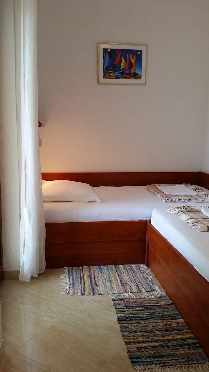 00209PISA  - Pisak - Ferienwohnungen Kroatien - A3 Prizemlje (2+2): Schlafzimmer