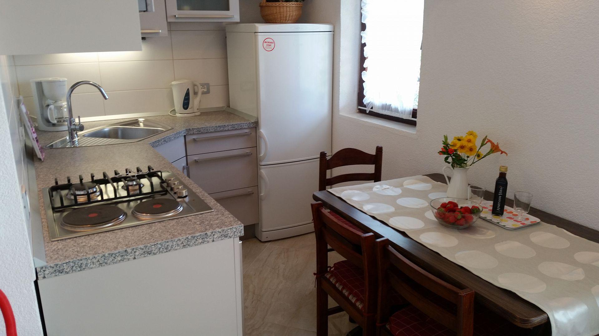 00209PISA  - Pisak - Ferienwohnungen Kroatien - A3 Prizemlje (2+2): Küche und Speisezimmer