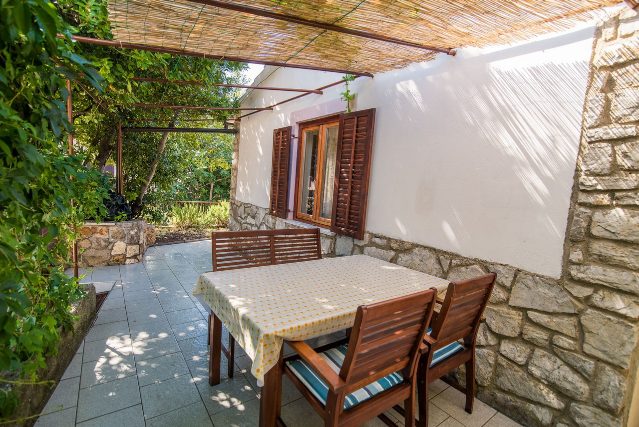 5385  - Vrbnik - Holiday houses, villas Croatia